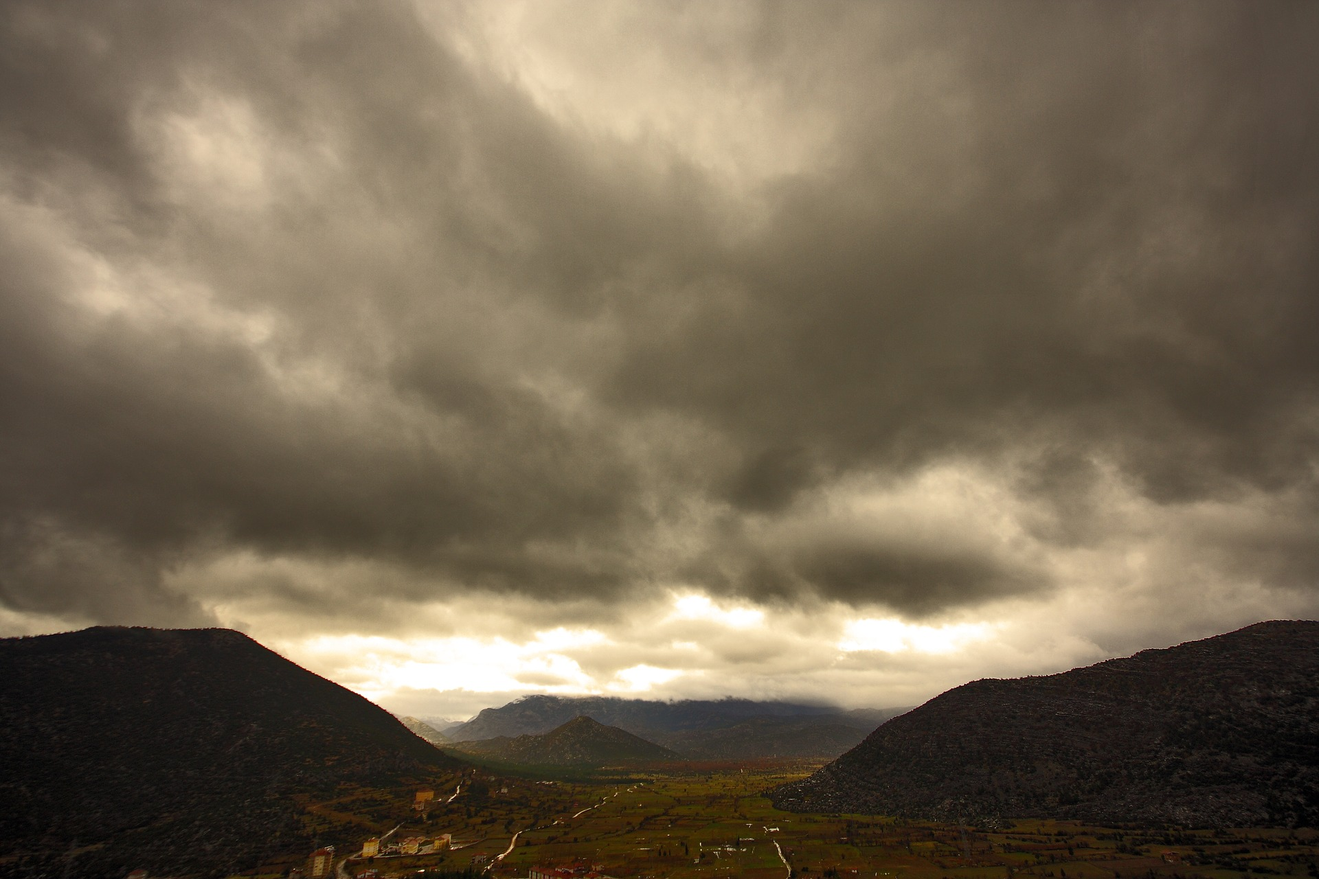 mountain-2857781_1920.jpg