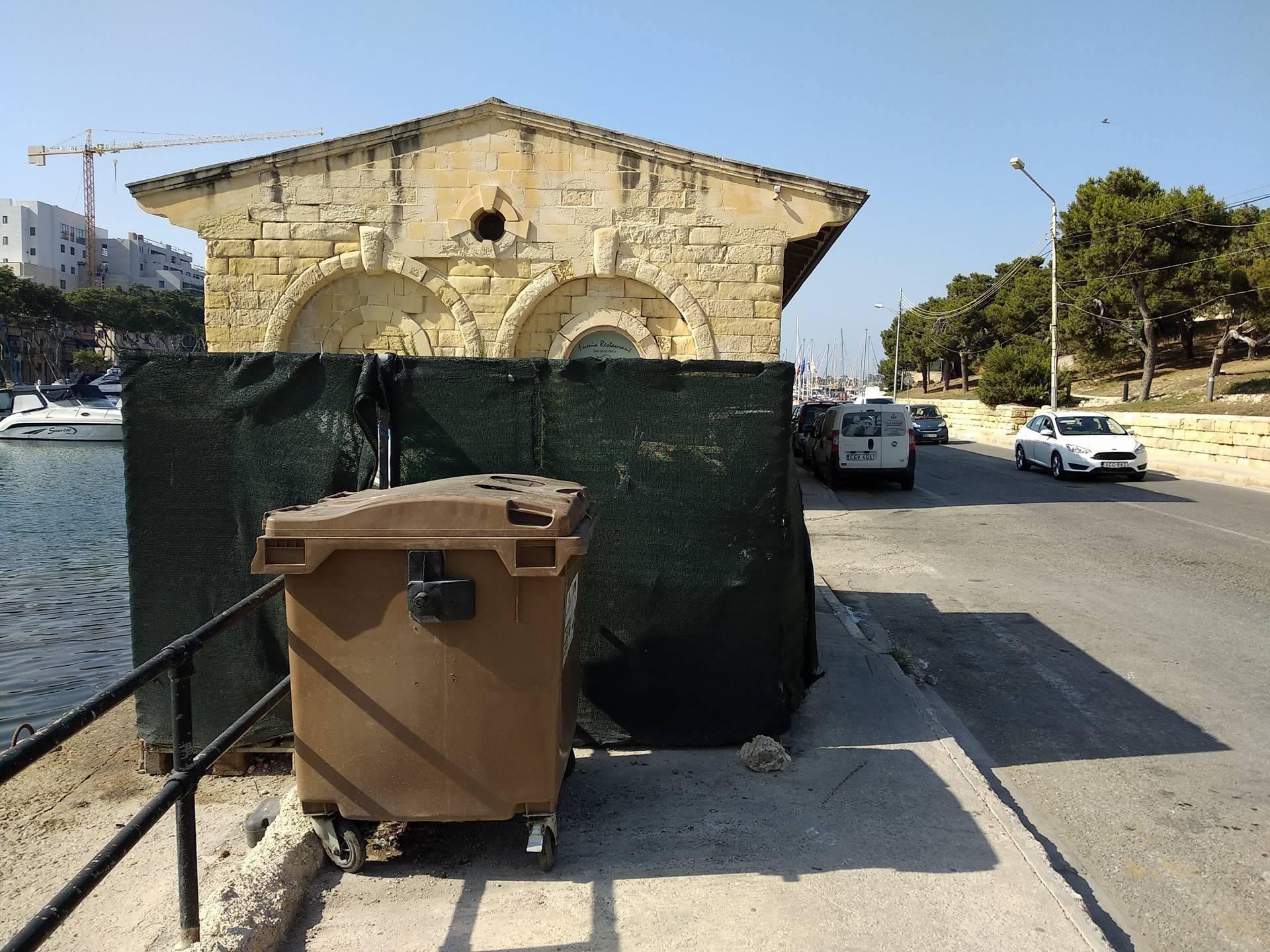 Sa Maison pavement access is blocked