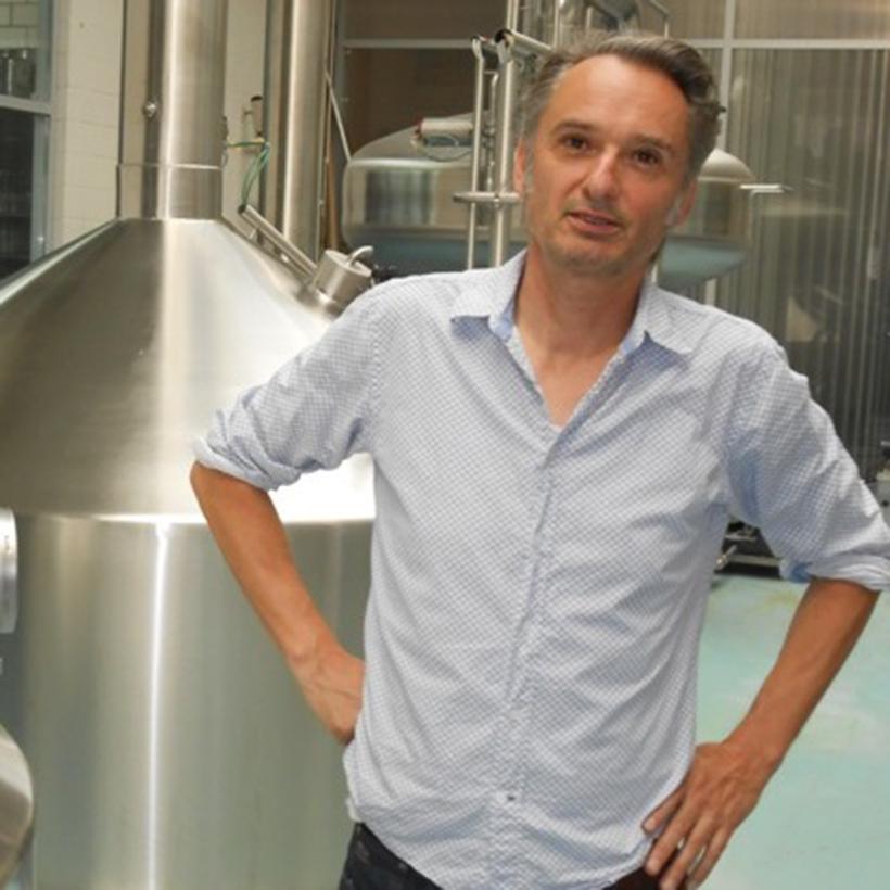 Adrien, Turbinenbräu - Bierkreationen aus ZürichAls er in seiner Studienzeit die Brauerei gründete, um lokales Bier herzustellen, hätte er sich wohl nie erträumt, einmal so viele mit seinen Kreationen zu begeistern. Adrien ist heute wie damals noch mit Herzblut dabei und erschafft neben geliebten Klassikern auch immer wieder Neuheiten.Website Turbinenbräu