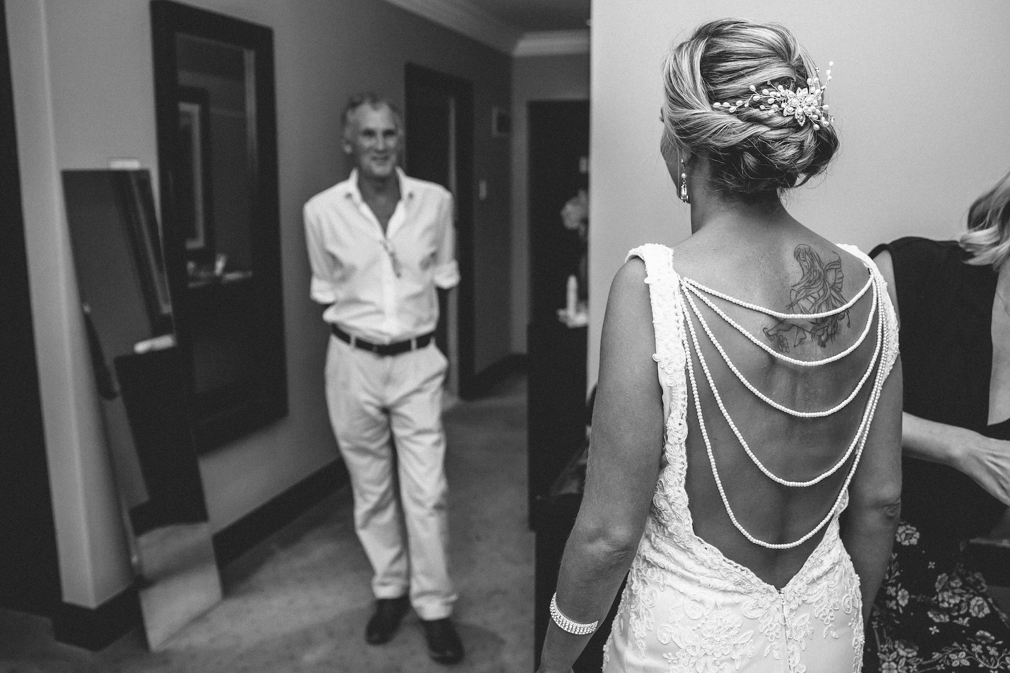 dad's first look at his daughter bride