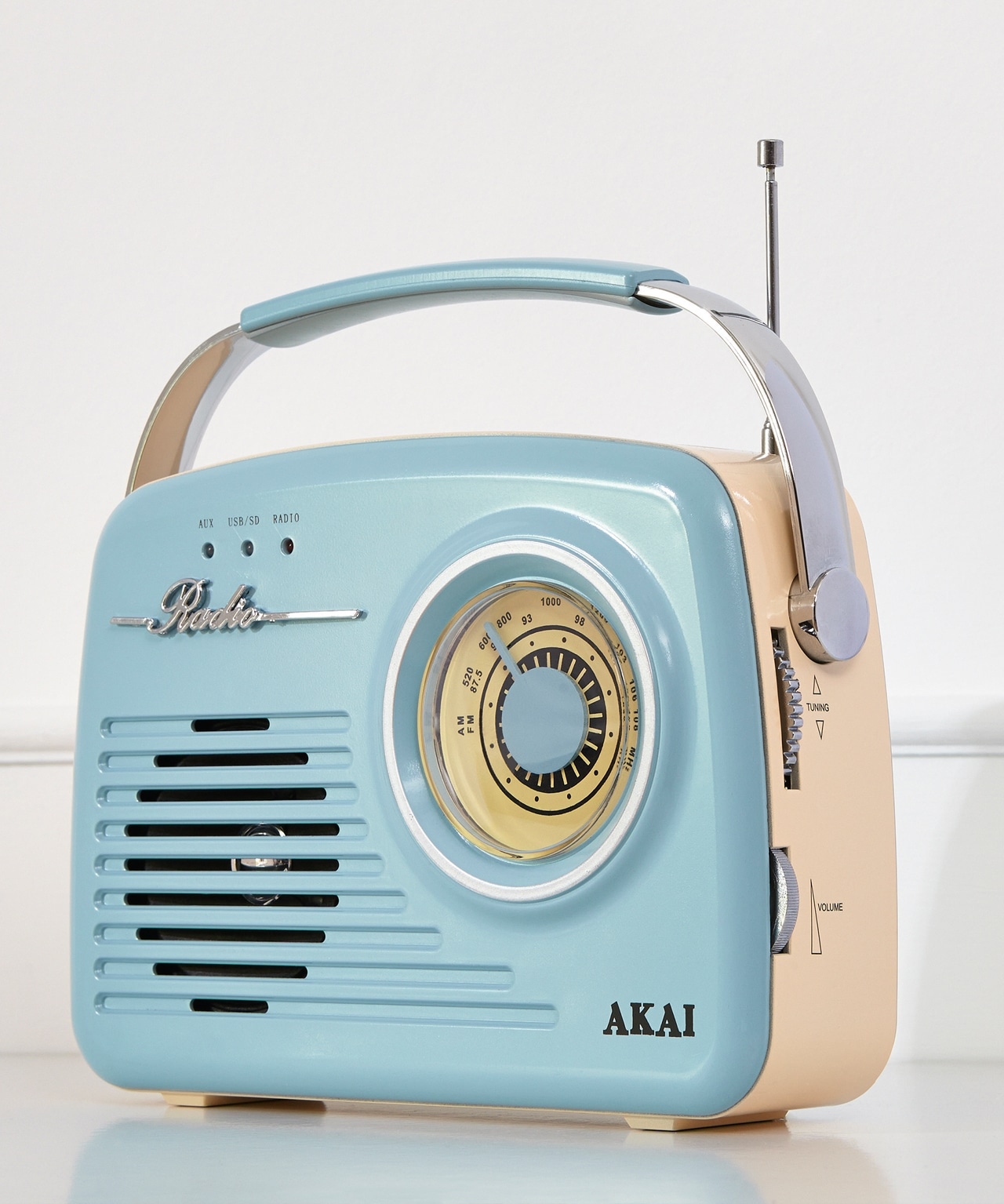 FINISHING TOUCHES FOR YOUR GARDEN - A stylish radio you can use in the garden to brightne up your days.