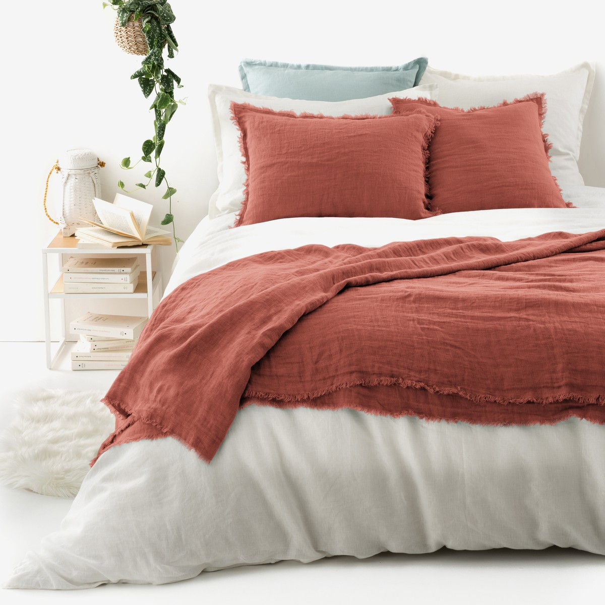 Home & Furniture Sale - Enjoy up to 70% off curtains, duvet covers, bed sheets and more in this fabulous collection of homeware from the La Redoute. Discover gorgeous tablecloths, pillowcases, towels, cushion covers and everything else you'll need to bring French style to your home at unbeatable prices.