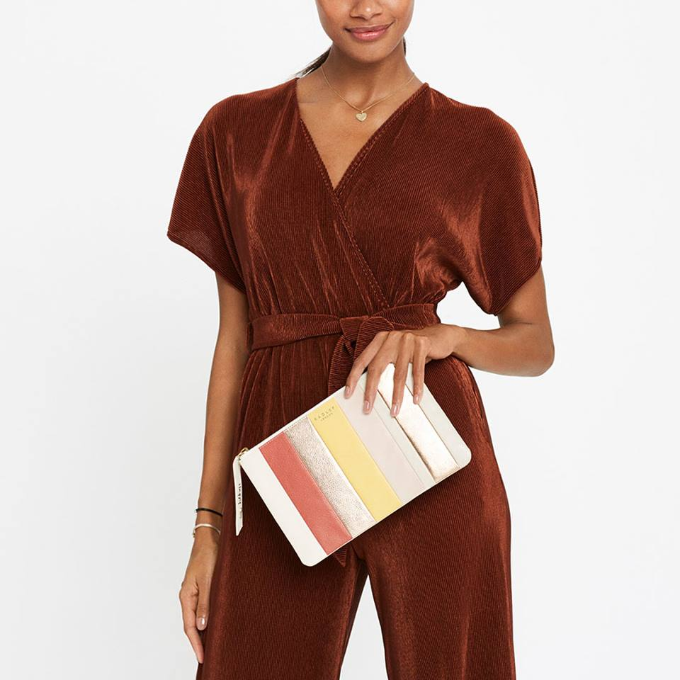 evening bags - Luxurious leather handbag and clutche designs that come equipped with removable cross body straps, handy wristlets and stylish gold chain straps options, that make them the ideal accessories to add to your evening wardrobe.