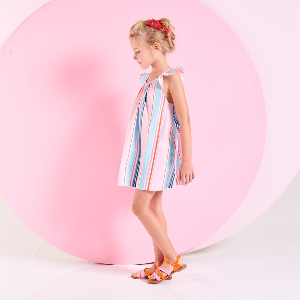 girls dresses from £29 - Discover Jacadi's dresses and skirts for 3 to 12-year-old girls: fresh Liberty prints dresses, with short or long sleeves and ruffle details, pleated or lace trimmed skirt. An elegant and versatile clothes collection for a modern girl wardrobe.