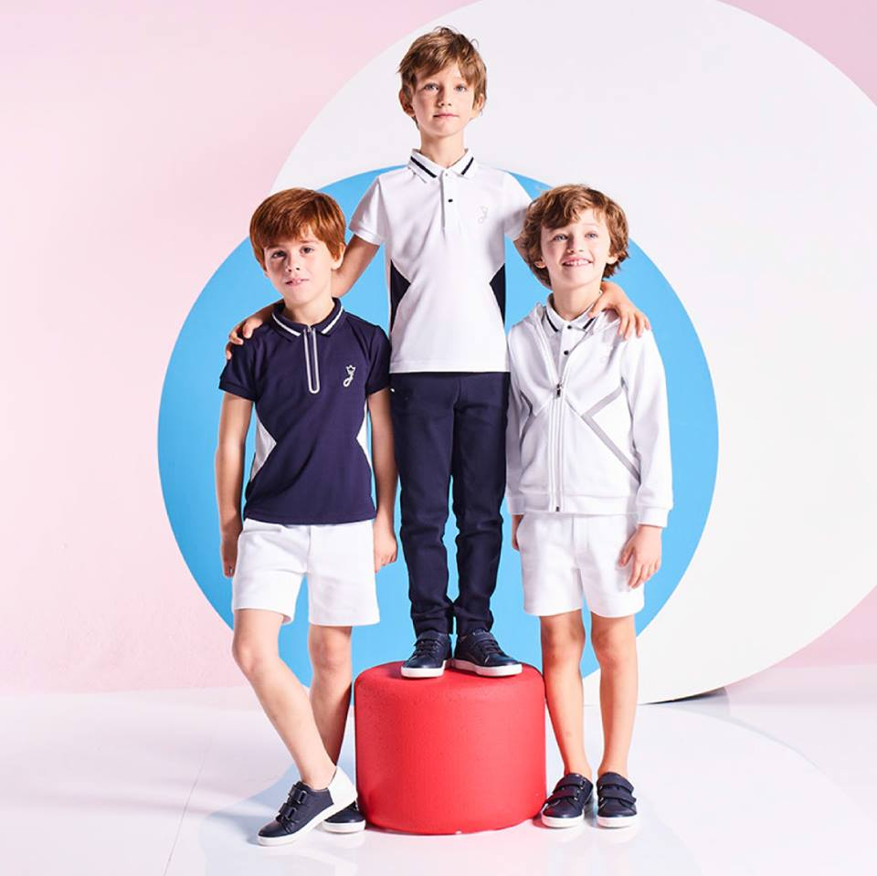 boy clothes from £5 - Discover Jacadi collections of high-quality children's clothes in different sizes and shapes for boys aged 3 to 12. Stylish shirts, jumpers, cardigans, trousers, polo shirts, accessories, coats, hats and much more: Jacadi has something to offer for every taste. Timelessly elegant cuts, pretty patterns, fine fabrics and warm colours will certainly increase the wellbeing of your child.