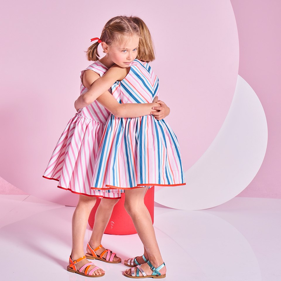 girls summer clothes from £5 - Take a look at the wide selection of timelessly elegant collections of children's clothes that the French childrenswear designer Jacadi has created for girls aged 3 to 12. Beautiful dresses, trousers, jackets, skirts, jumpers, t-shirts and many other creations await. Warm colours, comfortable materials, individual cuts and cute patterns make this collection a real delight for the eye.