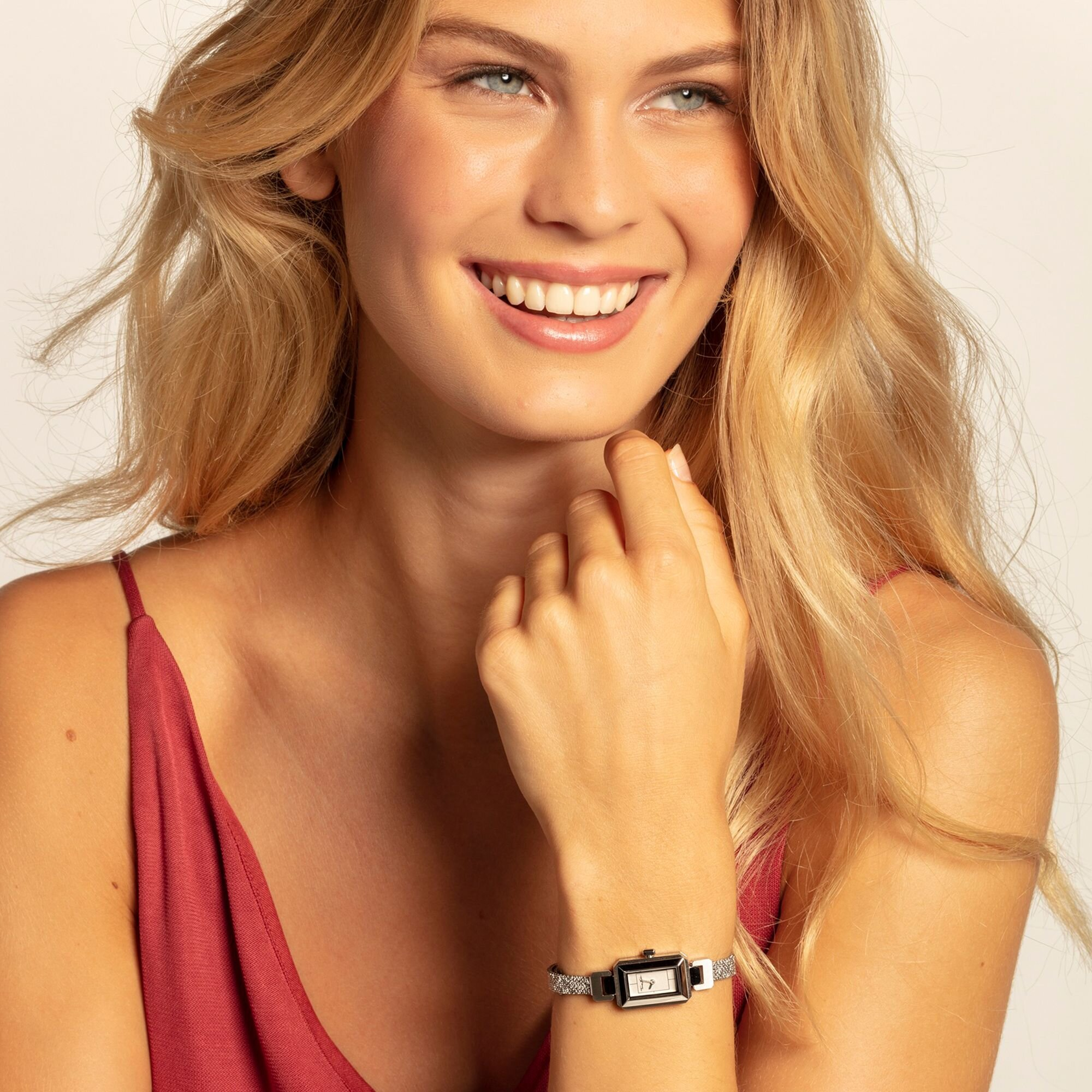 up to 70% off watch sale - Watches are stunning pieces of jewellery. Transform your everyday outfit into a chic look with striking models in a variety of shapes, materials, colours and designs. Perfect as presents for graduations, but also to celebrate birthdays and mark special occasions, or even as very special gifts for weddings. The options are really infinite!