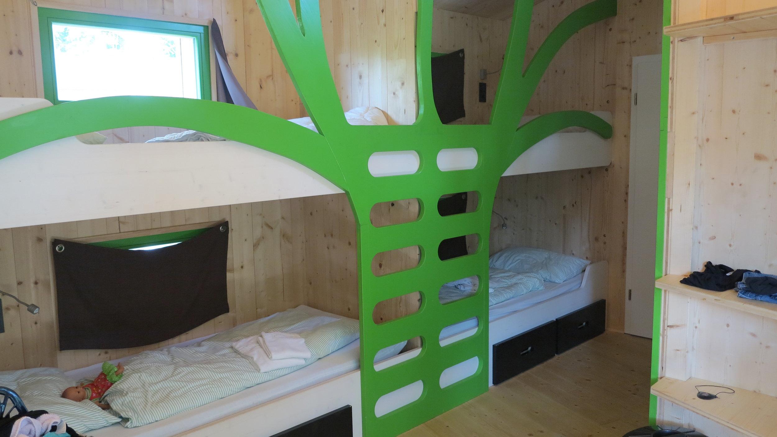 Baumhaus im Baumhaus: Die Hochbetten geben einem das Gefühl, mitten in den Bäumen zu schlafen
