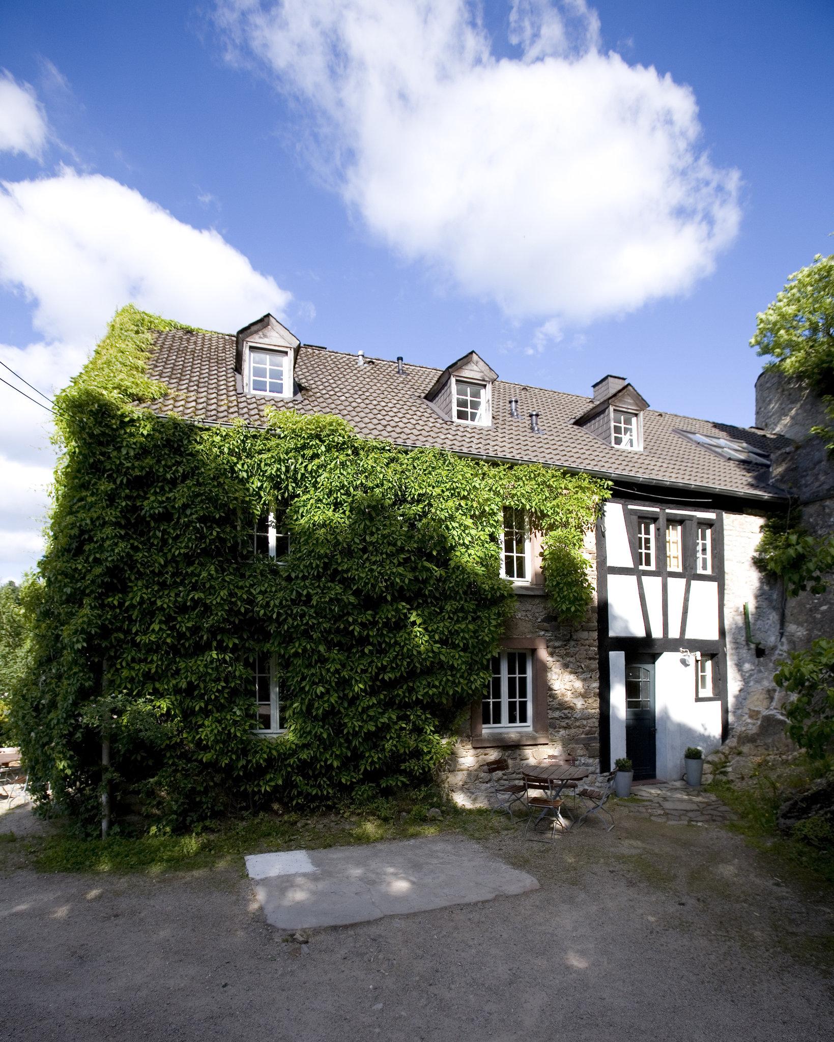 Gleich neben der Burg gibt es hübsche Ferienwohnungen (Foto:DJH Rheinland e.V.)