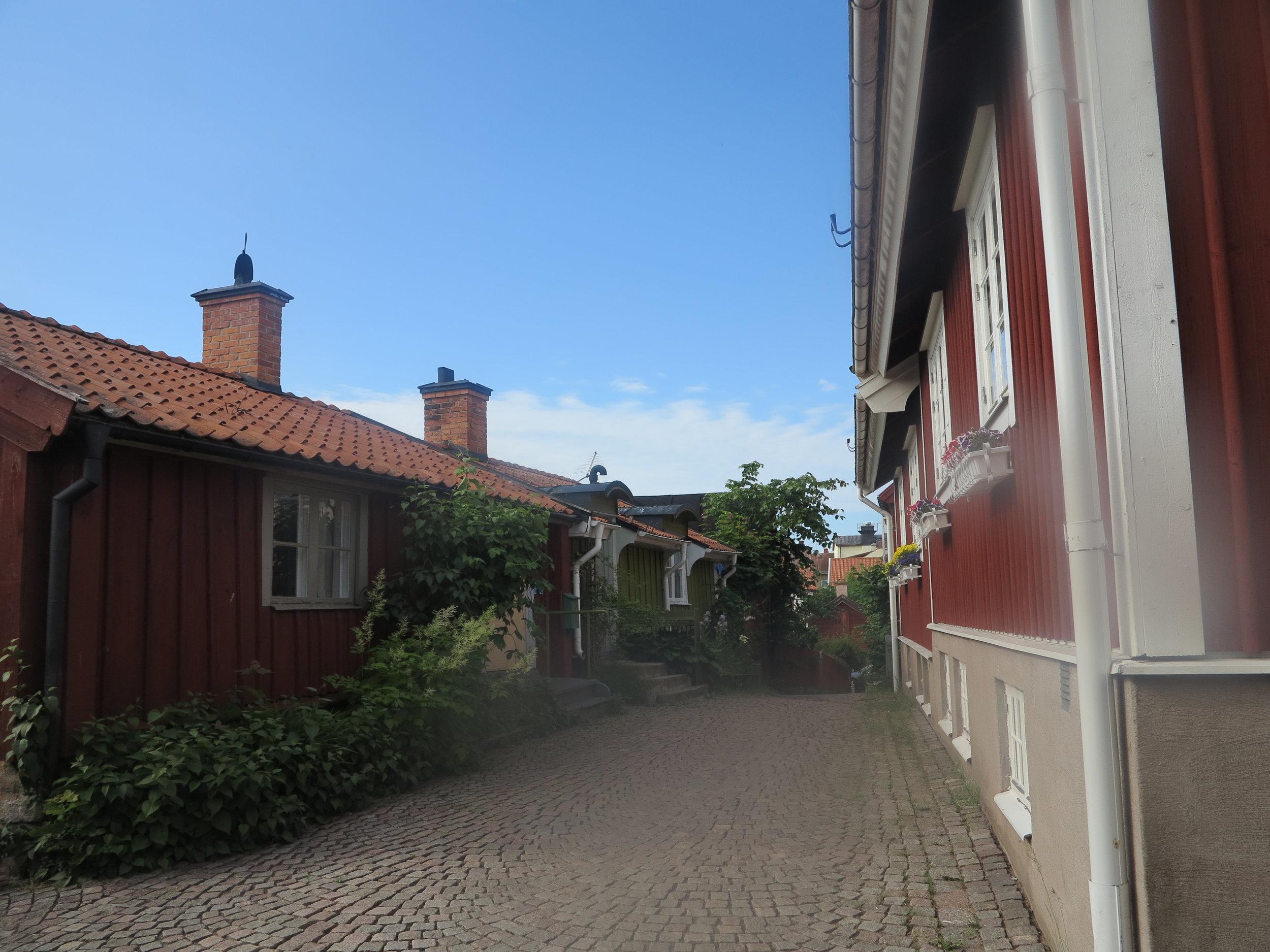 Dort irgendwo stand Astrid Lindgren und dachte sich Kalles Geschichte aus