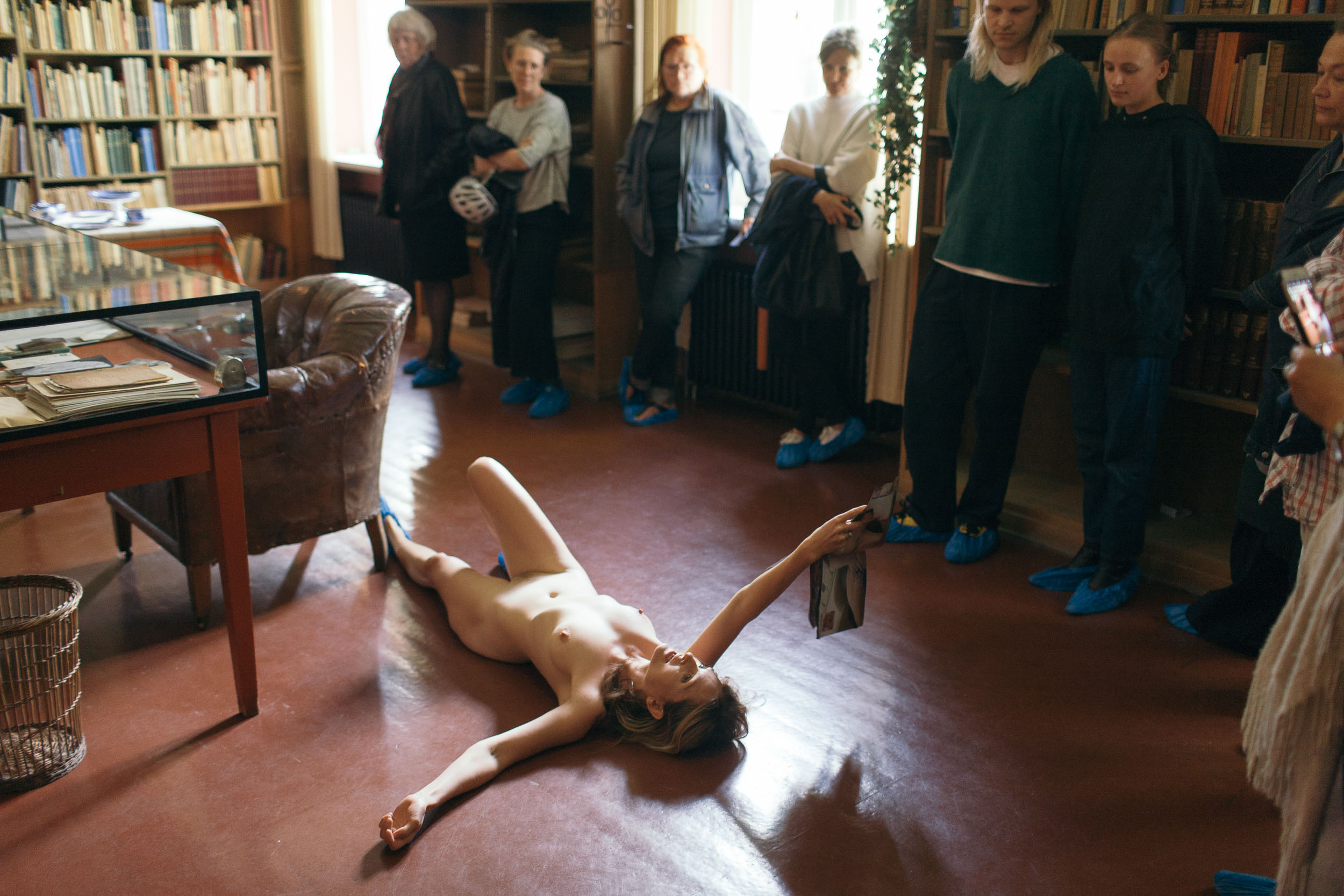 "The performance ""Walk Like a Twisted Archive.""    Photo: Audun Severin Eftevåg.  ©Marthe Ramm Fortun"