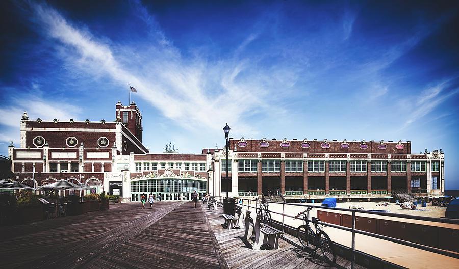 2-paramount-theatre-asbury-park-boardwalk-library-of-congress.jpg