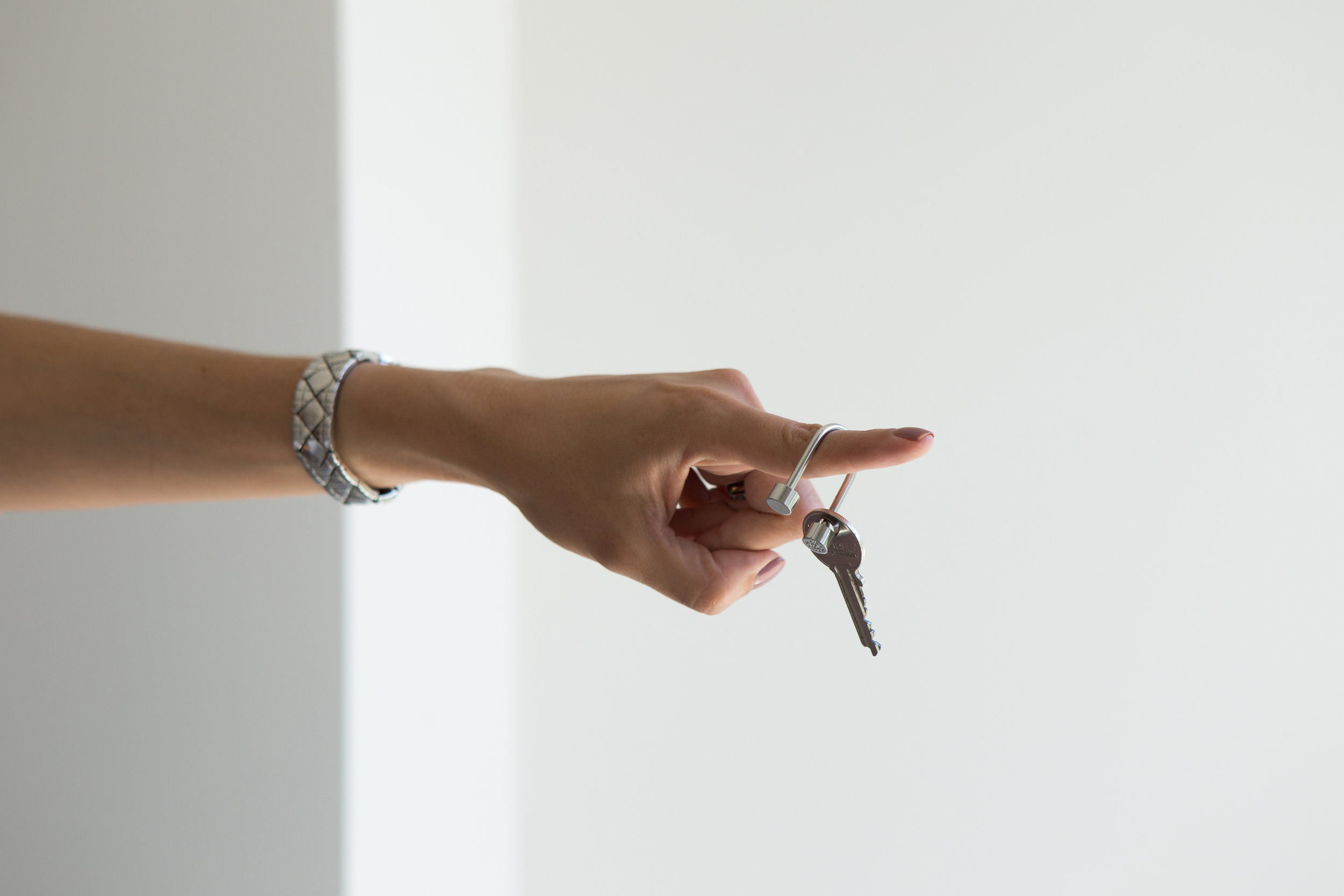 liberdade-40-avenue-strawberry-brand-studio-keychain.jpg