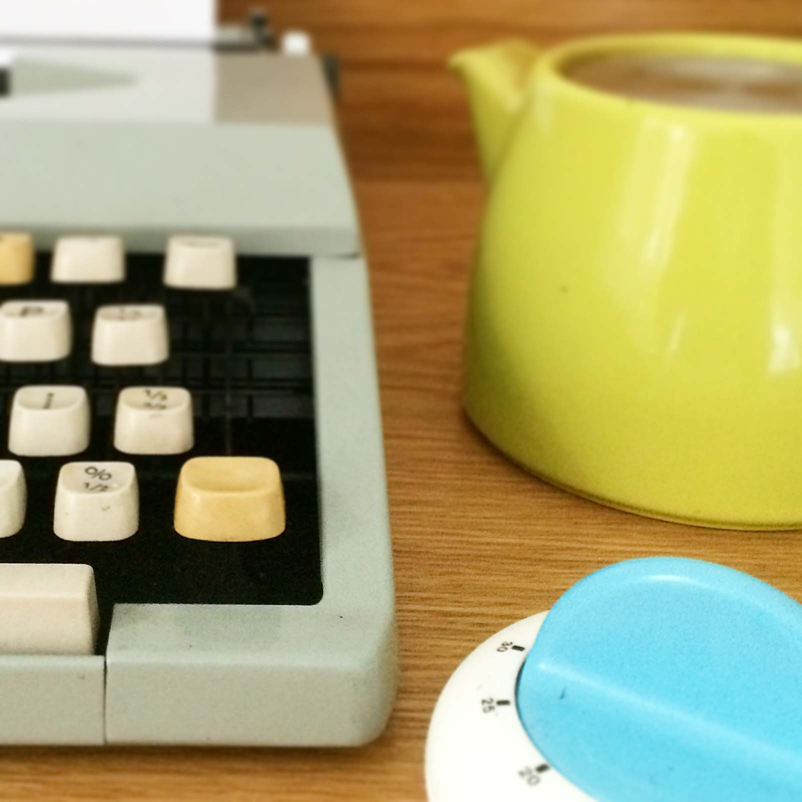 Typewriter, teapot and timer