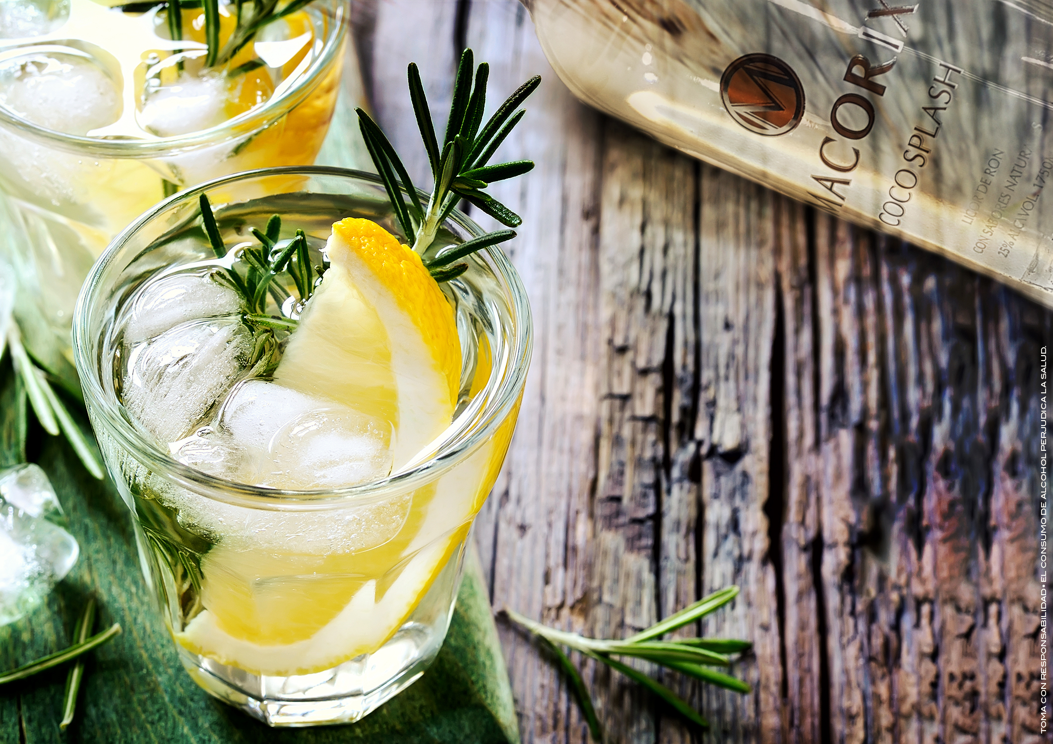 Coconut Splash - INGREDIENTES1 onza de Macorix Coco Splash3 onzas de jugo de limón1/2 onza de granadinaPREPARACIONAgita el ron y el jugo de limón y vierte en un vaso alto con hielo. Coloca una rodaja de limón, decora con hierbas.
