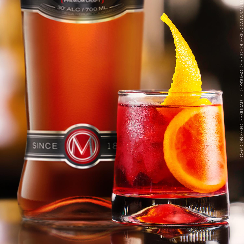 Rebel - INGREDIENTES2 onzas de Macorix Rebel1 onza de jugo de naranja1 rodaja de naranjaPREPARACIONEn un vaso con cubitos de hielo,vierte las 2 oz de Macorix Rebel,acaba de llenarlo con el zumo de naranja, remuévelo suavemente y decora con un gajo de naranja.