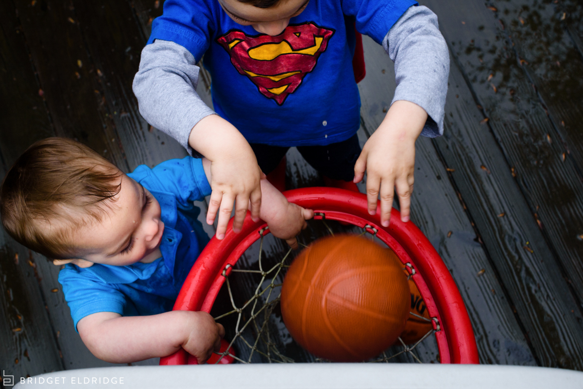 boys dunk play basketball