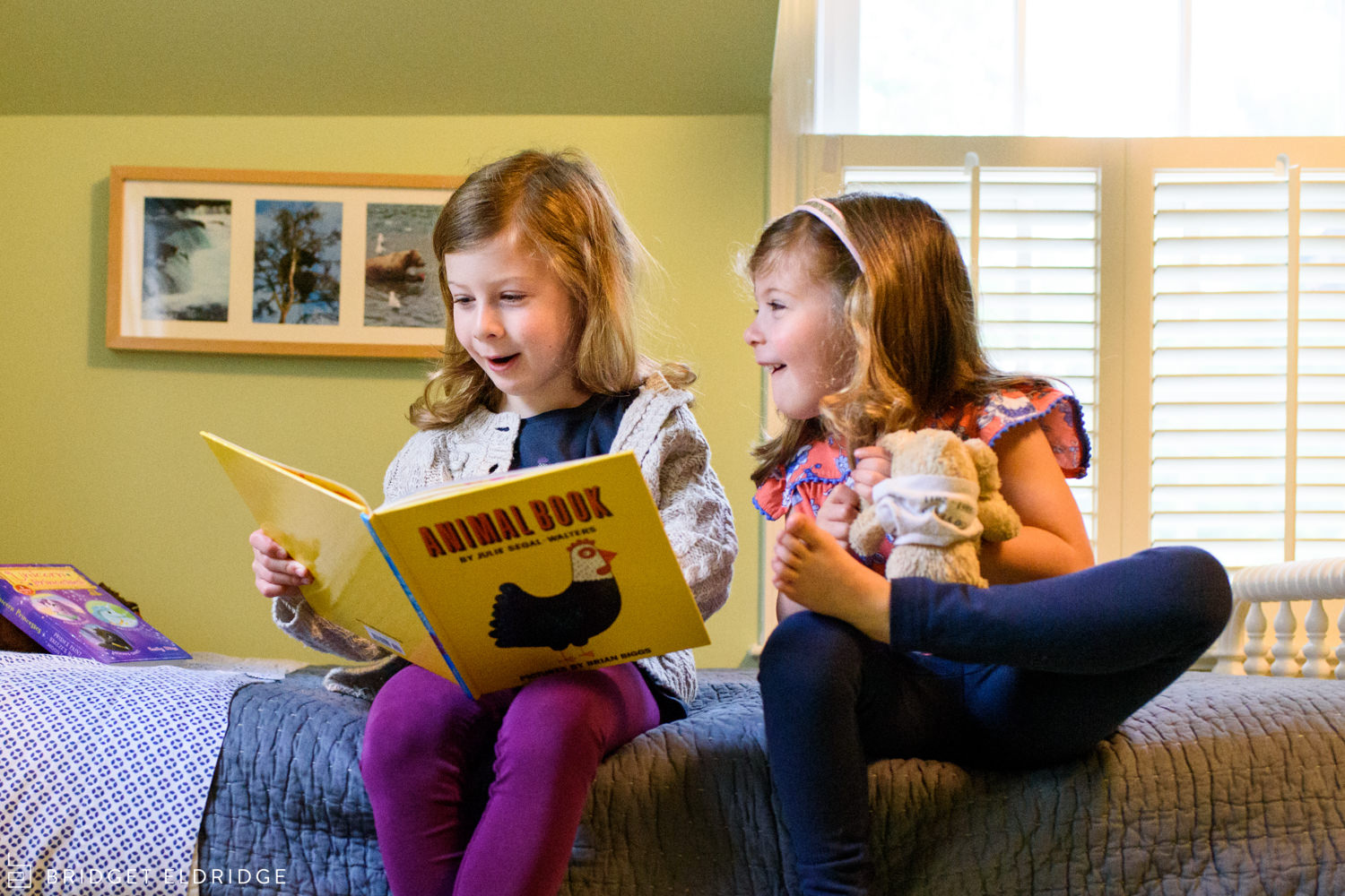 sisters read a book