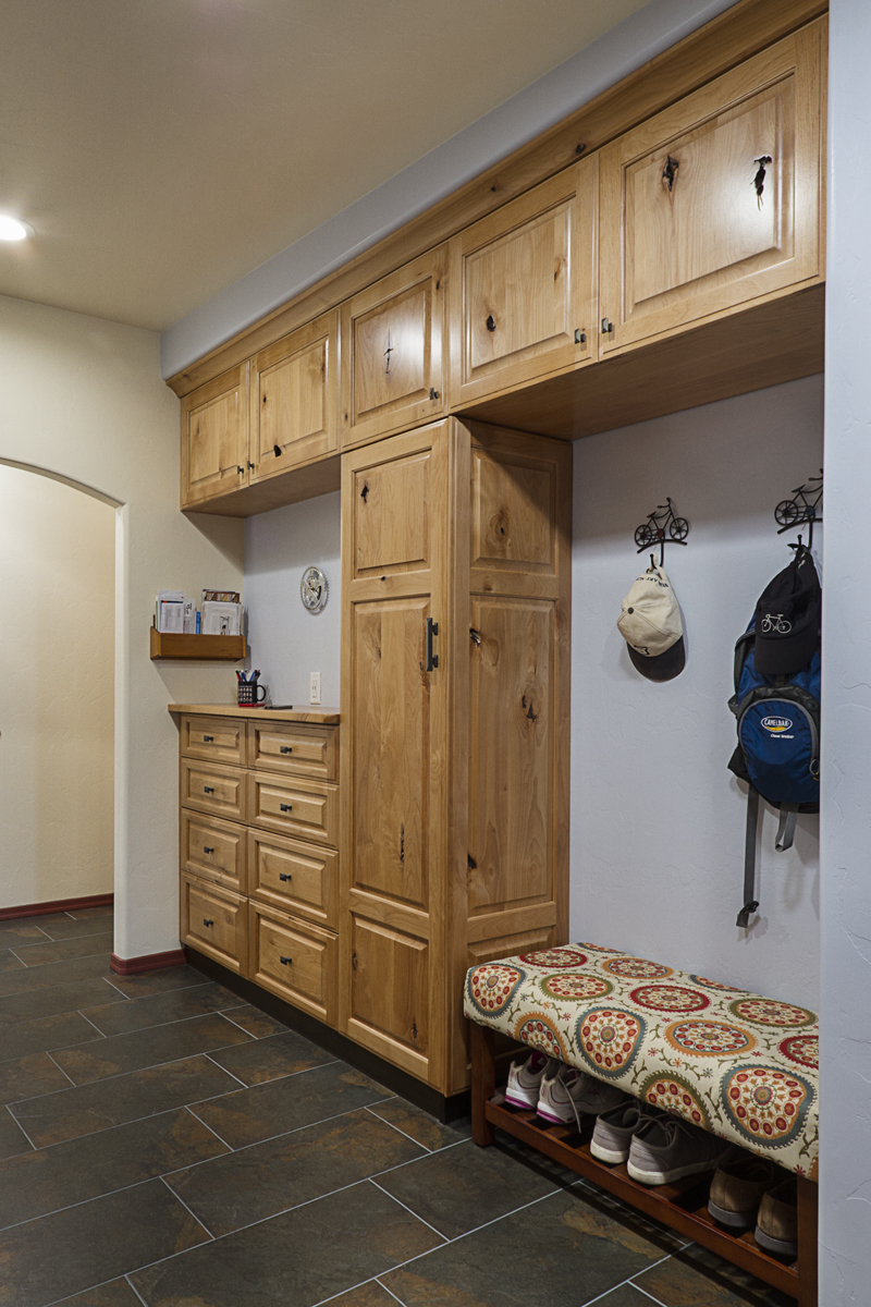 Ample space to kick off muddy boots or take off a raincoat and backpack are complimented by plenty of storage to keep things neat.
