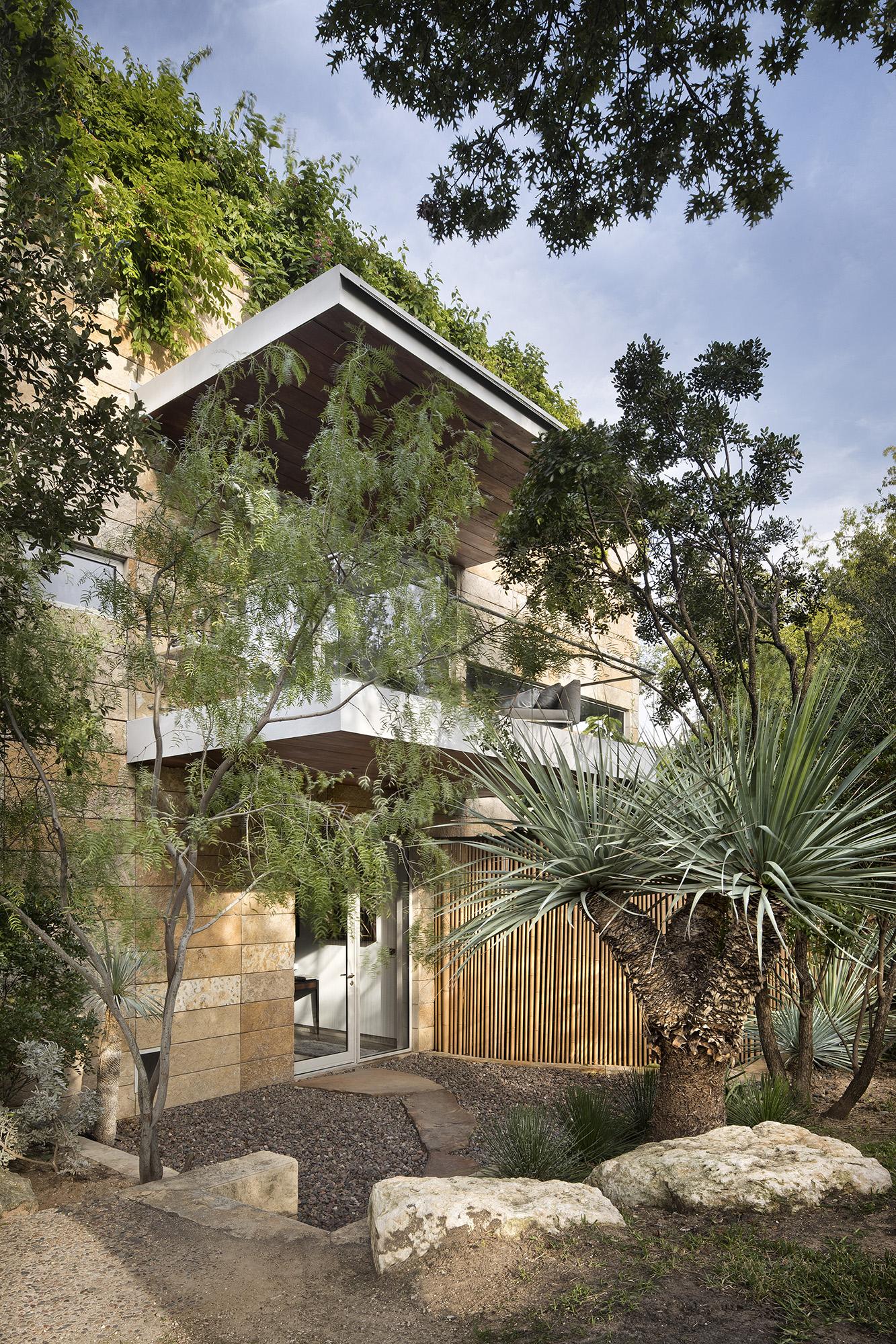 18_Vertical House.jpg