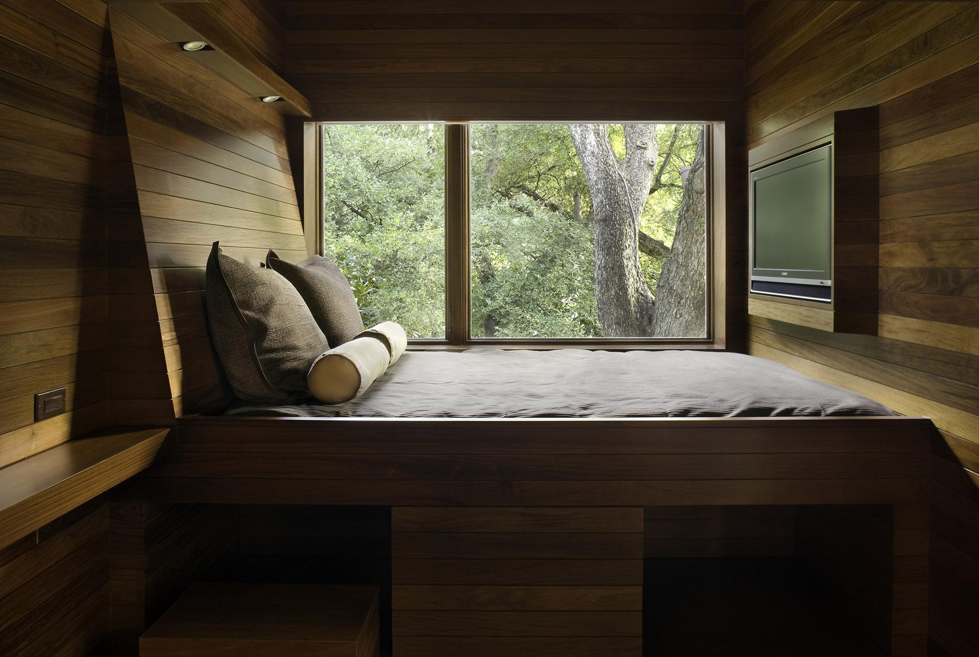 04_Custom Furniture.jpg