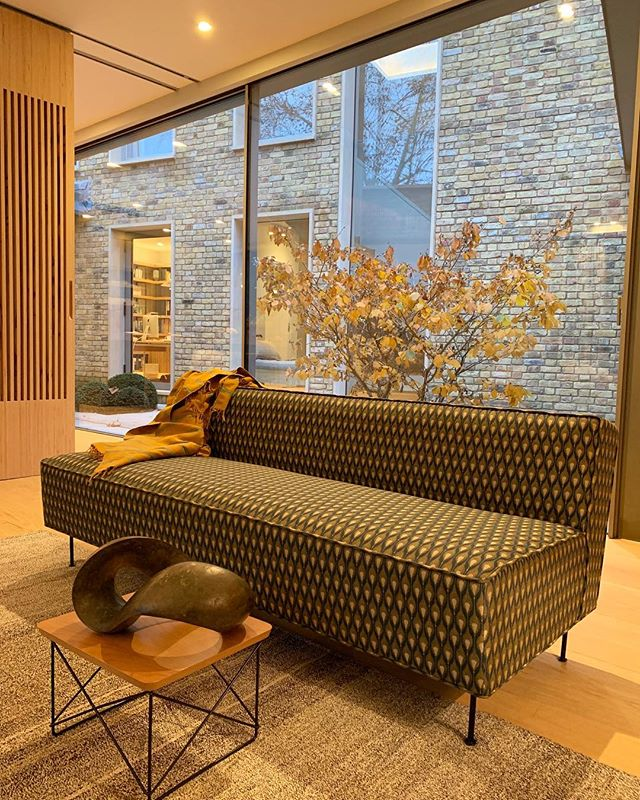 Last of these golden autumn days. We loved using the Gubi Modern Line sofa in this woven fabric. The organic forms of this RIchard Fox sculpture soften its contemporary edge. #autumn #interiors  #interiordesign #interiordesigner #sculpture #art #sofa #contemporaryart #modernfurtinure