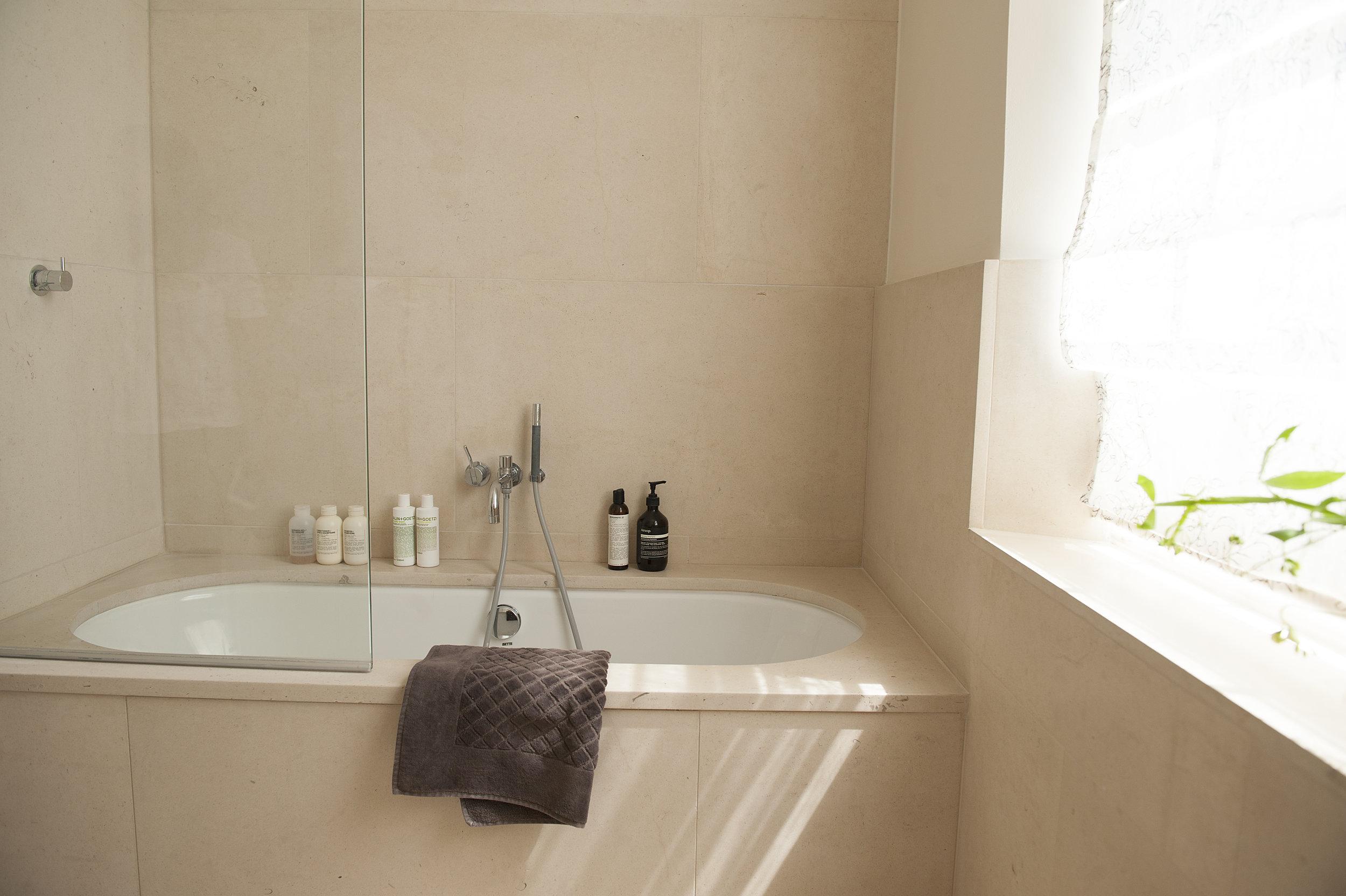 mainbathroom0419.jpg