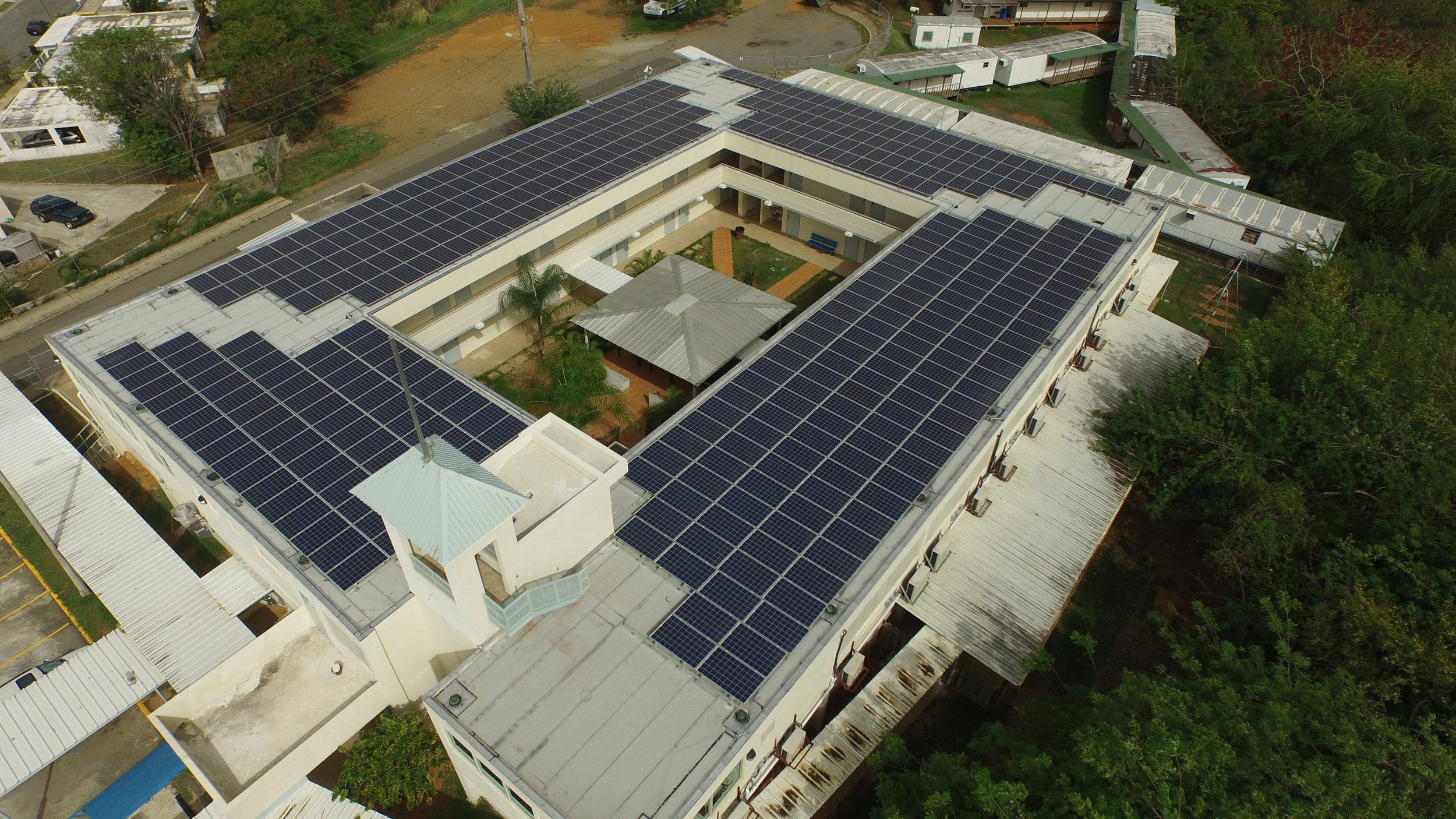 Colegio Hector Urdaneta - • 110 Kw PV Roof top• Fixed tilt system installation• Alusin Solar rack assembly• 440 Q-Cells PV modules• 4 SMA InvertersTripower 24TL-US• AC/DC Installation• 1000V Design for production efficiency