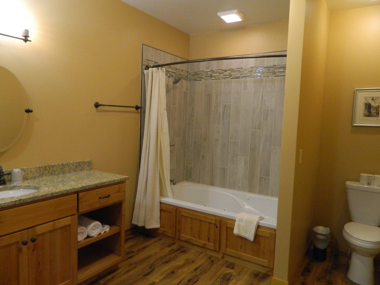 Full Bathroom (Suite #2)