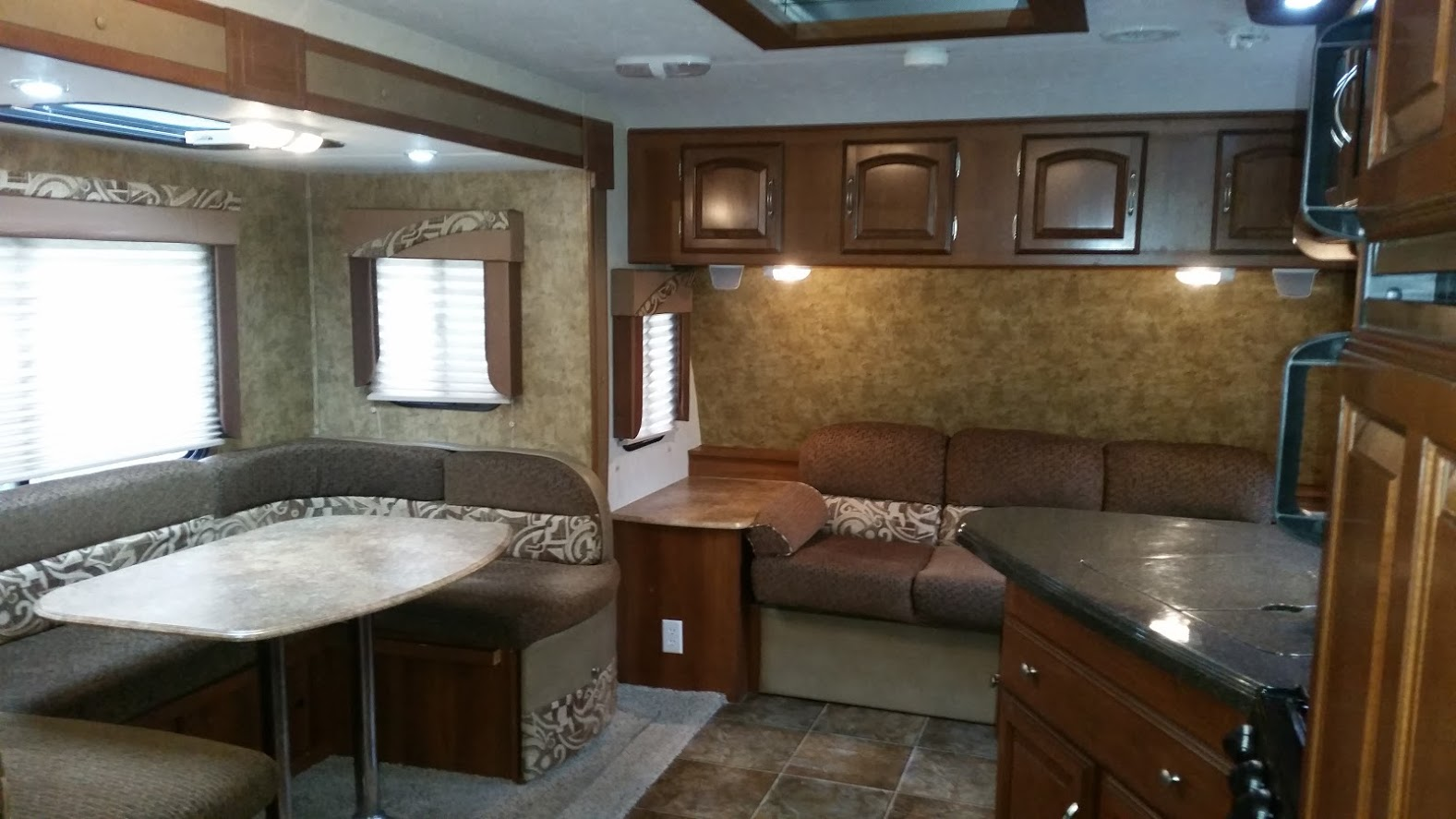 2013 Coachmen Freedom - Inside#2.jpg