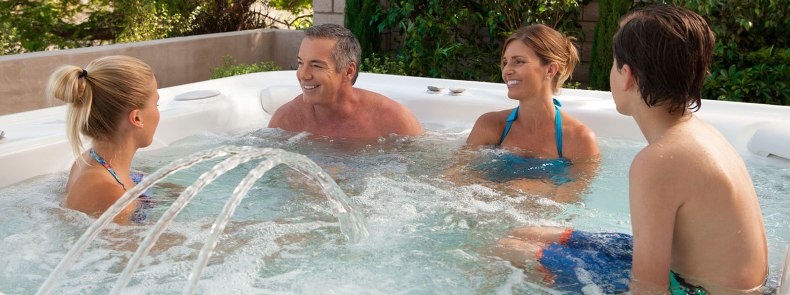 Grandee-7person-hottub-1600x598.jpg