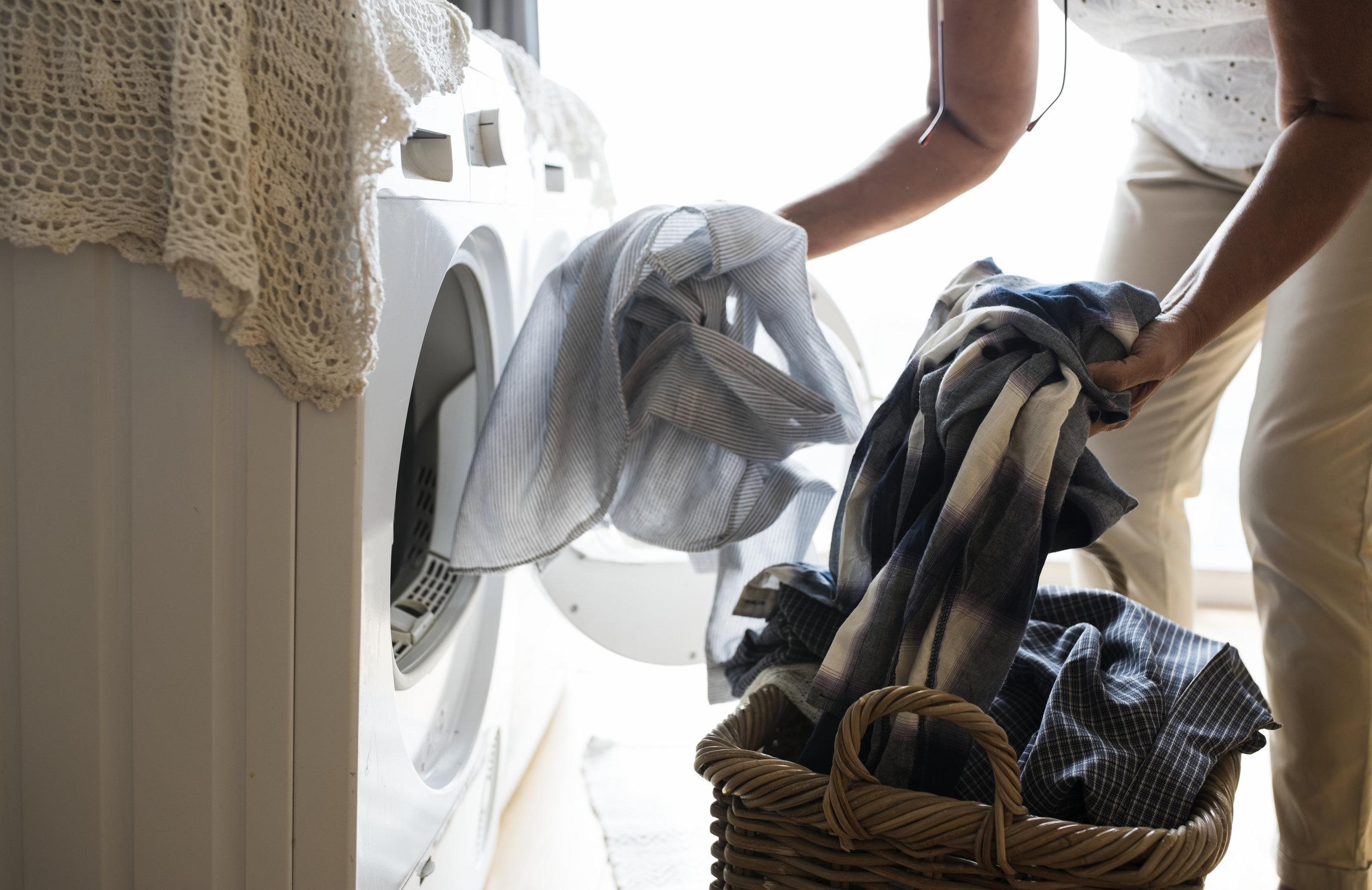photodune-21767699-elderly-woman-doing-a-laundry-xxl.jpg