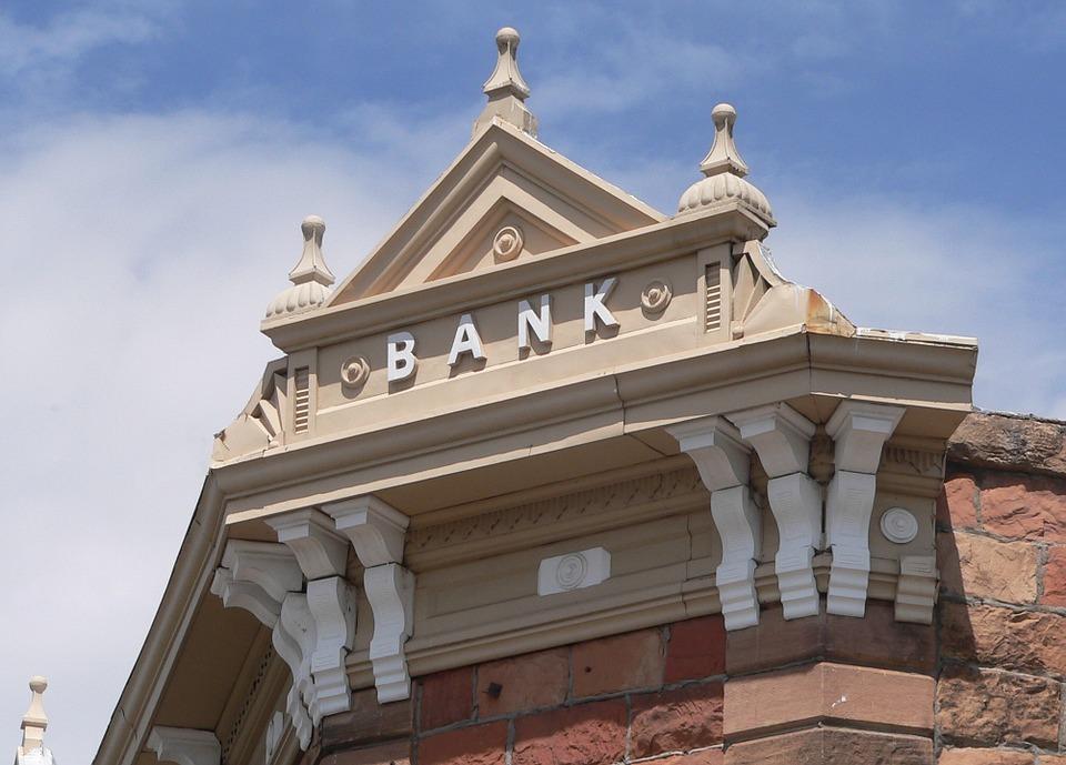 bank-hotel-895112_960_720.jpg