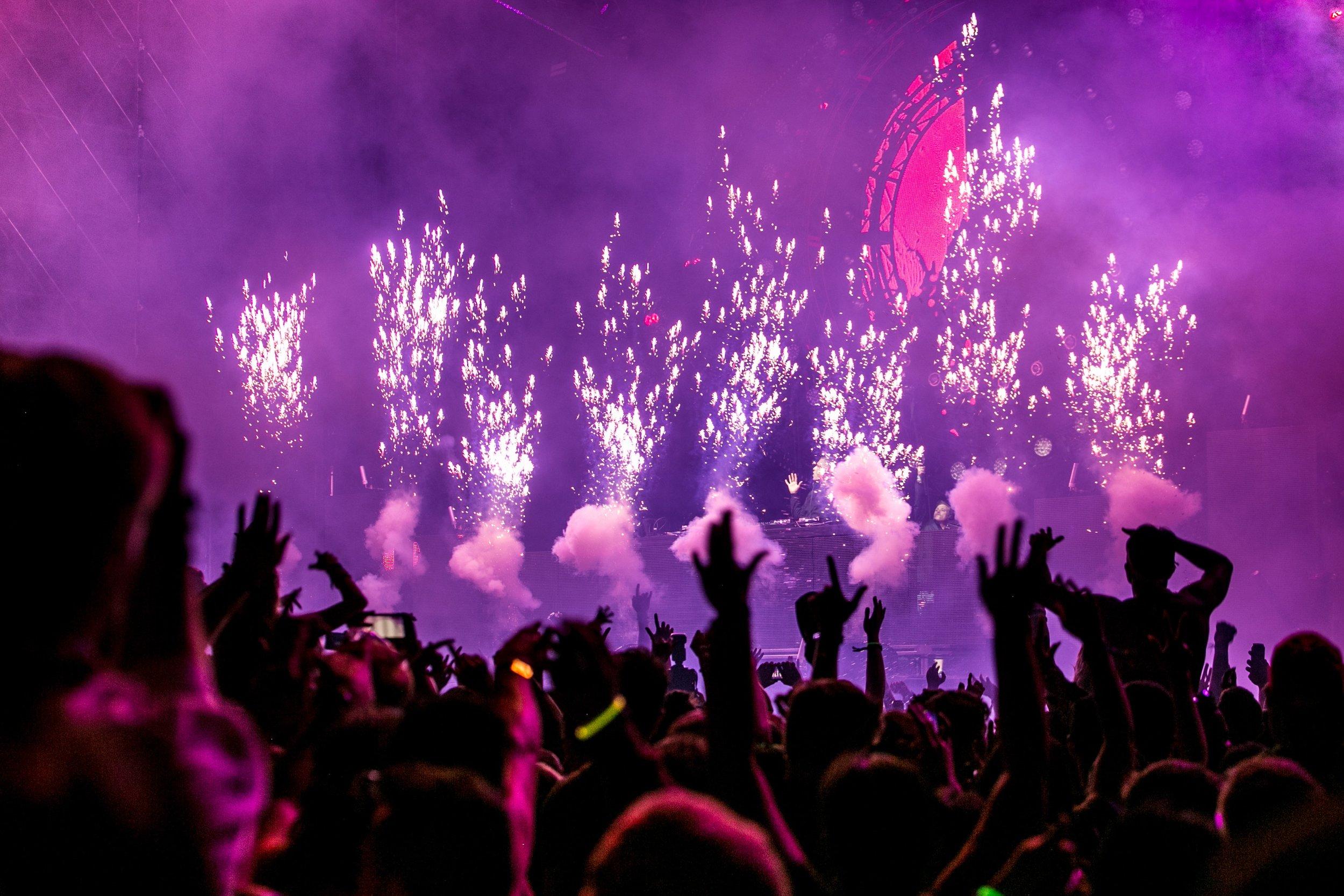 audience-band-celebration-1190298.jpg
