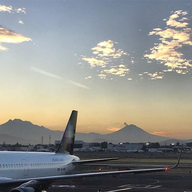 Sunrise over Mexico City airport and a view of two famous volcanoes: Popocateptl (5,426m) with a plume of smoke and Iztaccíhuatl (5,230m) which is meant to be an incredible but challenging climb. After taking off, the Pico the Orizaba revealed itself in the distance which will be the main focal point in this documentary project. More info in the profile. // Salida del sol sobre el aeropuerto de la CDMX y una vista de dos volcanes famosos: Popocateptl (5,426 m) con humo e Iztaccíhuatl (5,230 m), que se supone que es una ascenso increíble pero un desafio desafío difícil. Después de despegar, el Pico Orizaba se reveló en la distancia, que será el punto focal principal en este proyecto documental. Más información en el perfil. . . . #popocateptl #iztaccihuatl #mexicocitysunrise  #citlaltepetl #picodeorizaba #climbvolcanoes  #mexicanvolcanoes  #montañismo #montañismomexico givingback #inspiredtoclimb #volcanoes #mountaineering #5000meters #unaffordablemountains