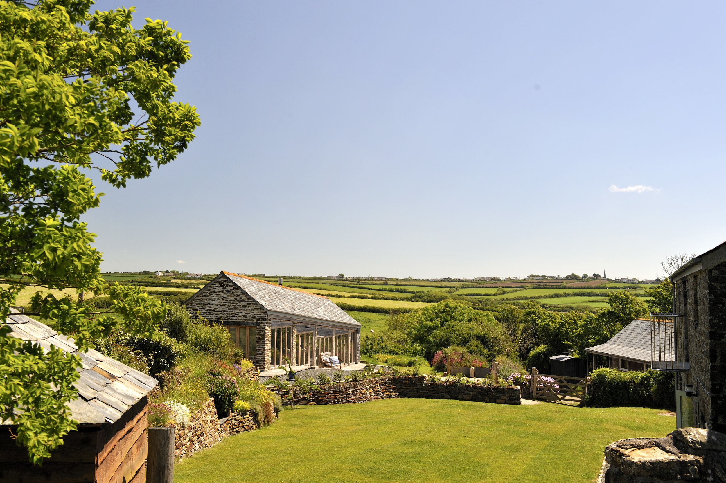 THE LINHAY - Open plan converted cart shed, can be taken with Mill - Sleeps 2