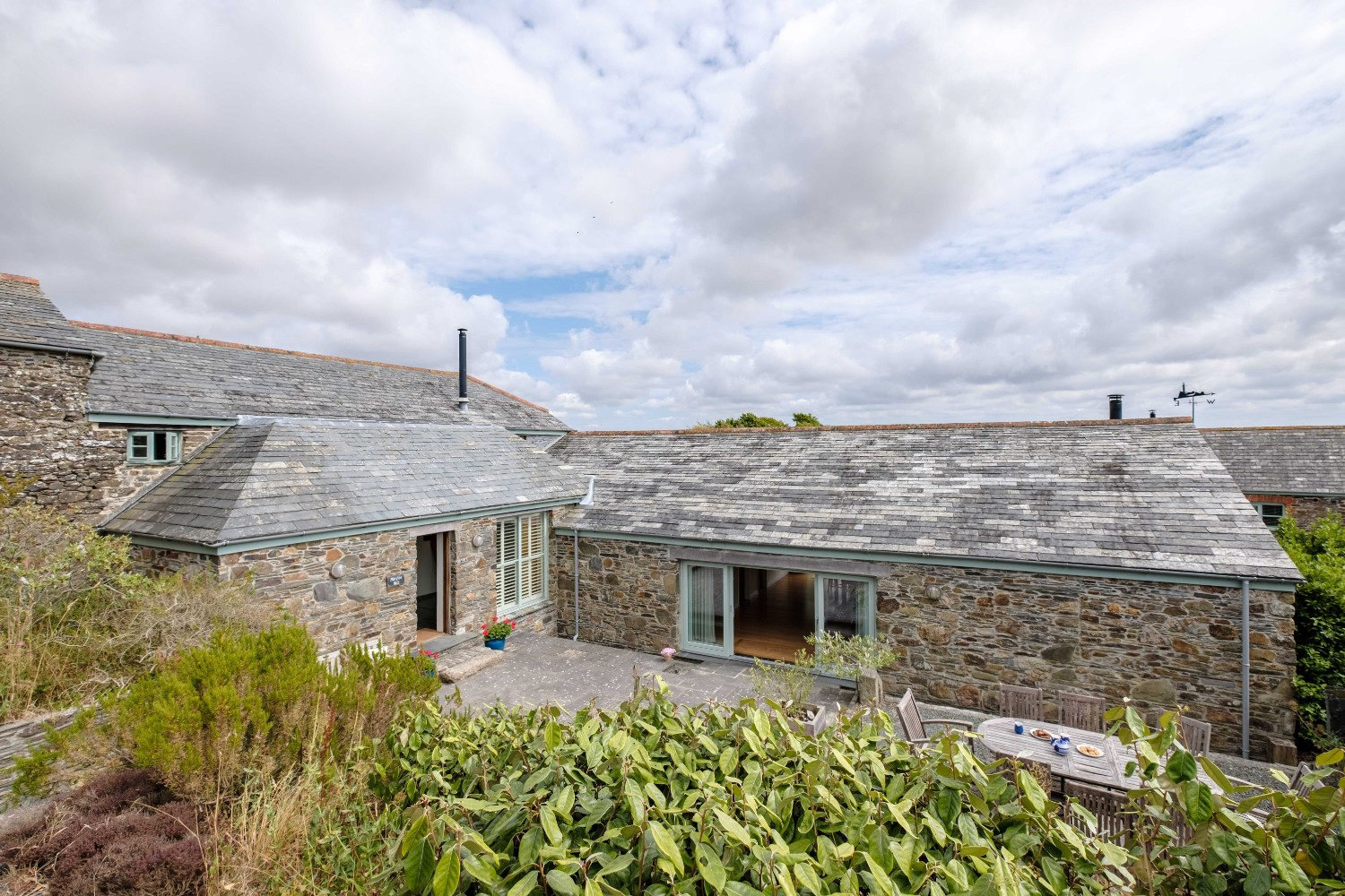 THE MILL HOUSE - Spacious luxury house with large kitchen living area and garden - Sleeps 8