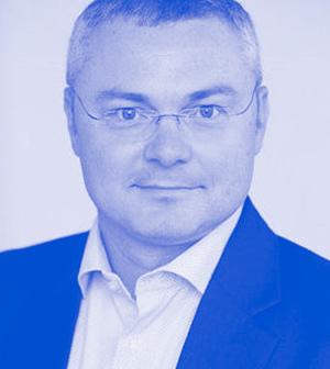 Markus Ertler   Markus Ertler ist einer der digitalen Pioniere Österreichs. Bereits 1982, mit zehn Jahren, begann er zu programmieren, 1994 gründete er mit seinem Bruder die erste Immobilienplattform Europas -  Immobilien.NET  - und machte sie zum Marktführer. Mit ihrem Verkauf landetet er 2014 den größten Classified Exit Österreichs. Seitdem verfolgt er seine Passion als Serial Entrepreneur und Business Angel und unterstützt durch sein leidenschaftliches Coaching zahlreiche Jungunternehmer. Derzeit ist er an über 15 Startups aus den Bereichen Blockchain, Proptech, Digitalisierung, Artificial Intelligence, Big Data und Medtech beteiligt. Markus Ertler ist Certified Business Angel, Super Angel of the Year 2015 und wurde in den Aufsichtsrat der Startup300 AG gewählt.  Foto-Credits: Anna Stöcher