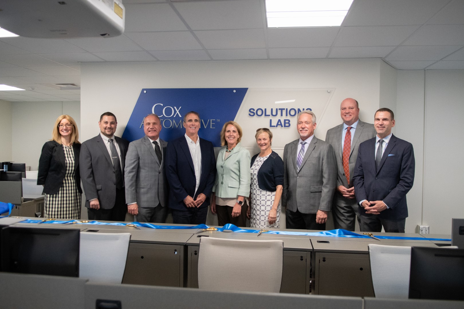 Cox Automotive Executive Vice President and vAuto Founder Dale Pollak (fourth from left) and EVP & Chief People Officer Janet Barnard (fifth from left) were on campus to welcome students to the new Cox Automotive Solutions Lab.