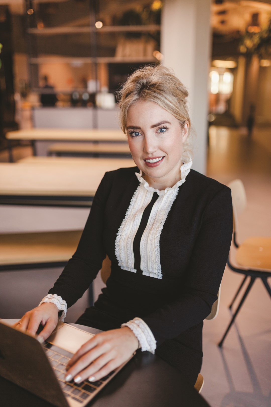 "Jolique Möller ('11) was named by the Dutch Financial Times as one of the ""fifty young entrepreneurial talents of 2017"" and nominated as a ""business wonder"" for the influencer marketing software she helped develop."