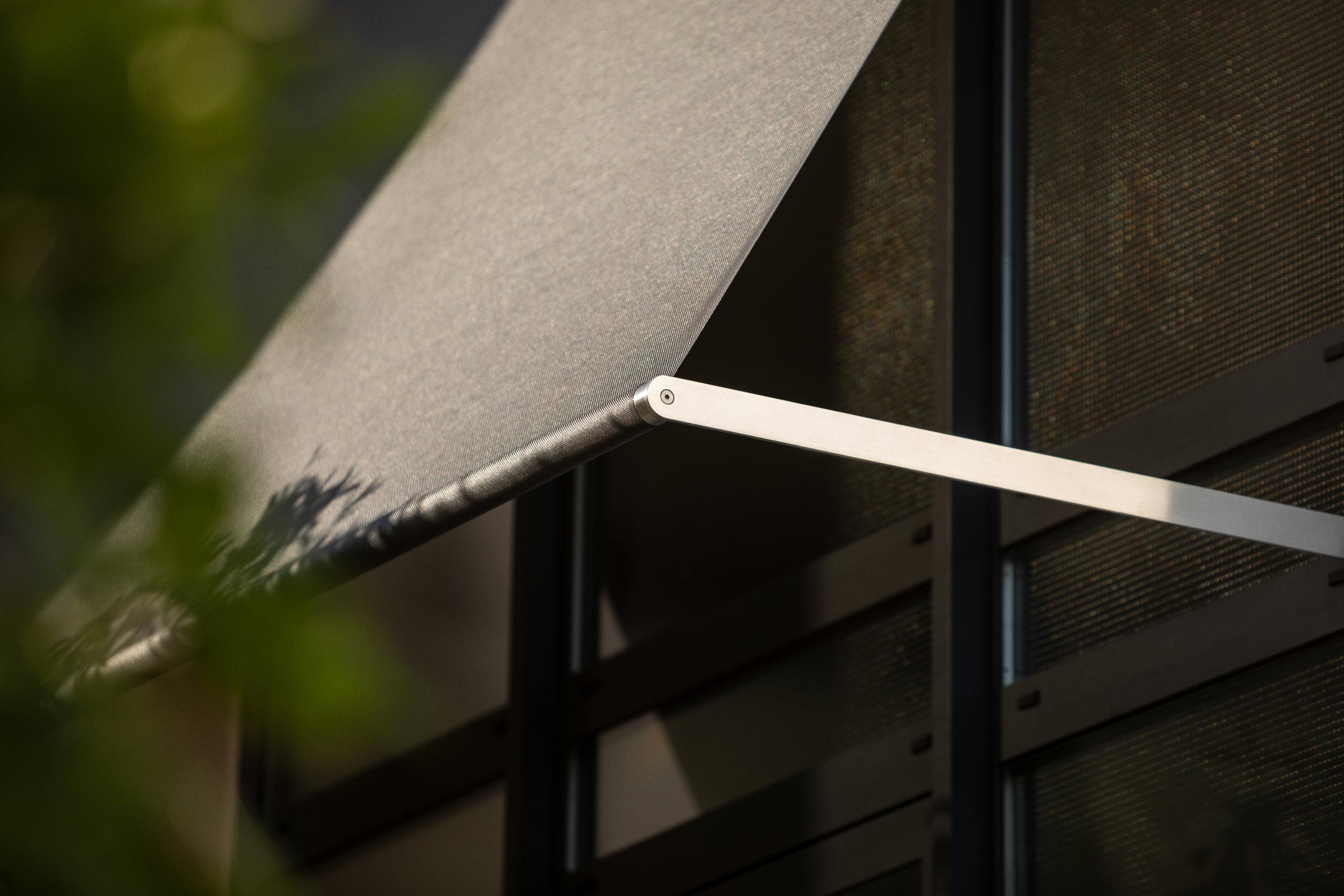 Fassadensegel rewalux aus Edelstahl.jpg