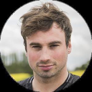 Julien est un éco-aventurier qui se spécialise dans des aventures sportives ayant pour objectif de défendre la nature et les hommes. Julien tente actuellement un record du monde du plus long triathlon à travers la France pour sensibiliser à la protection de notre environnement.