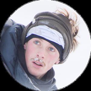Jérémie est un rêveur d'images. Photographe animalier professionnel, il parcourt les déserts blancs du nord du monde avec ses skis et son téléobjectif. Ses clichés monochromes sans retouche ni artifice rapportent des instants de pureté, loin du caractère extrême des conditions.