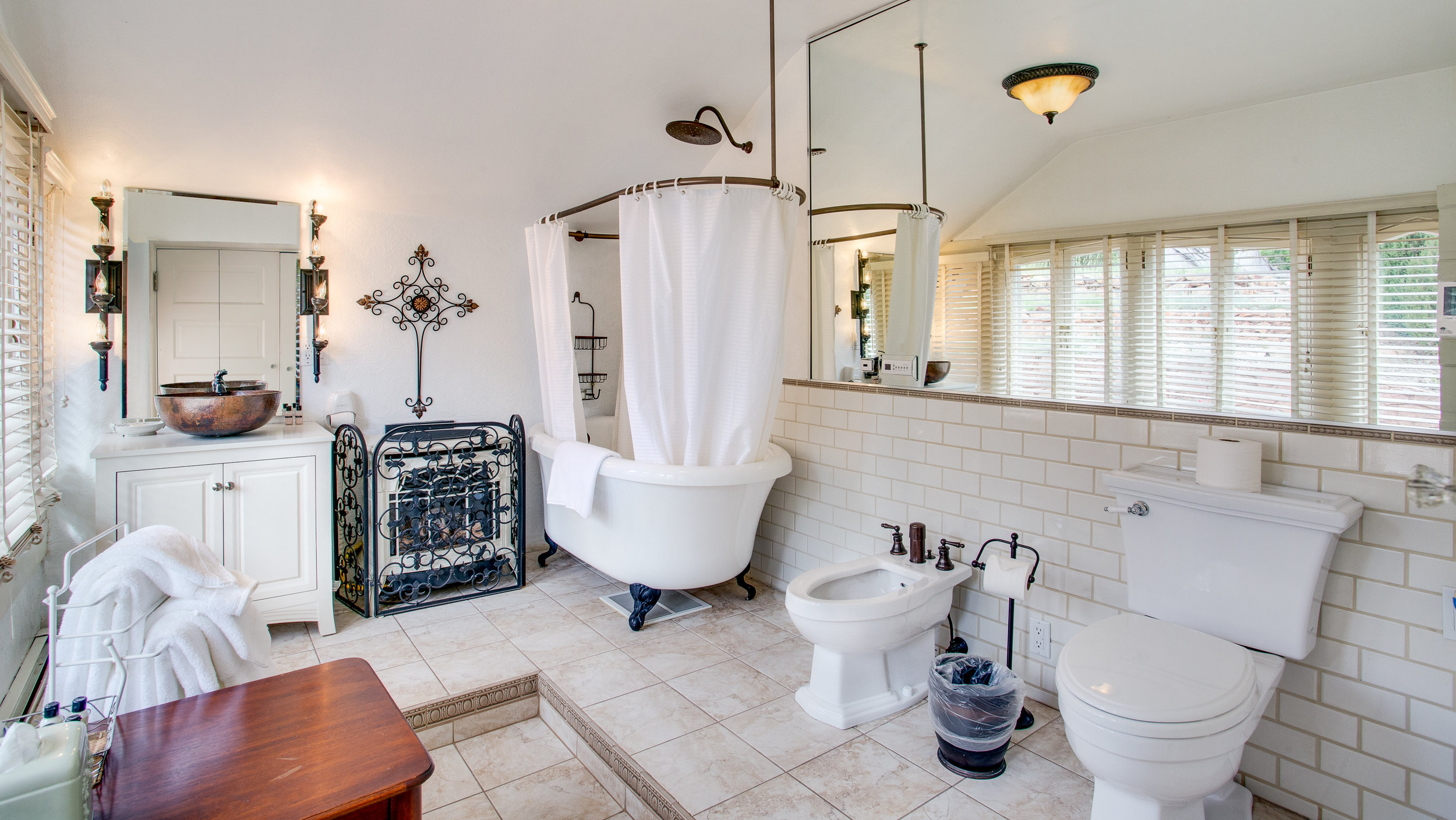 Washroom-at-Rockledge.jpg