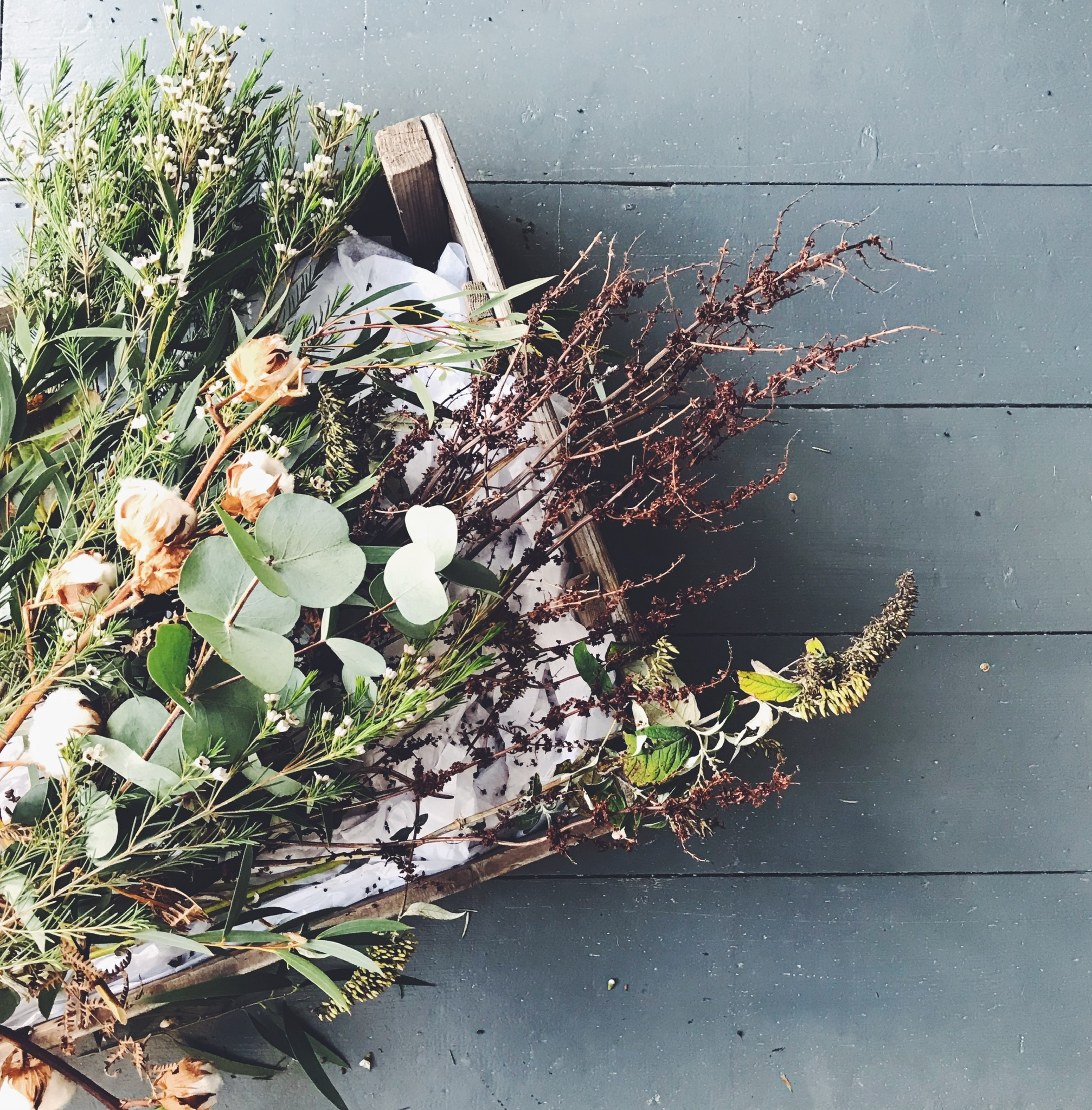 ivy, pip & rose guide to creating a beautiful autumn wreath