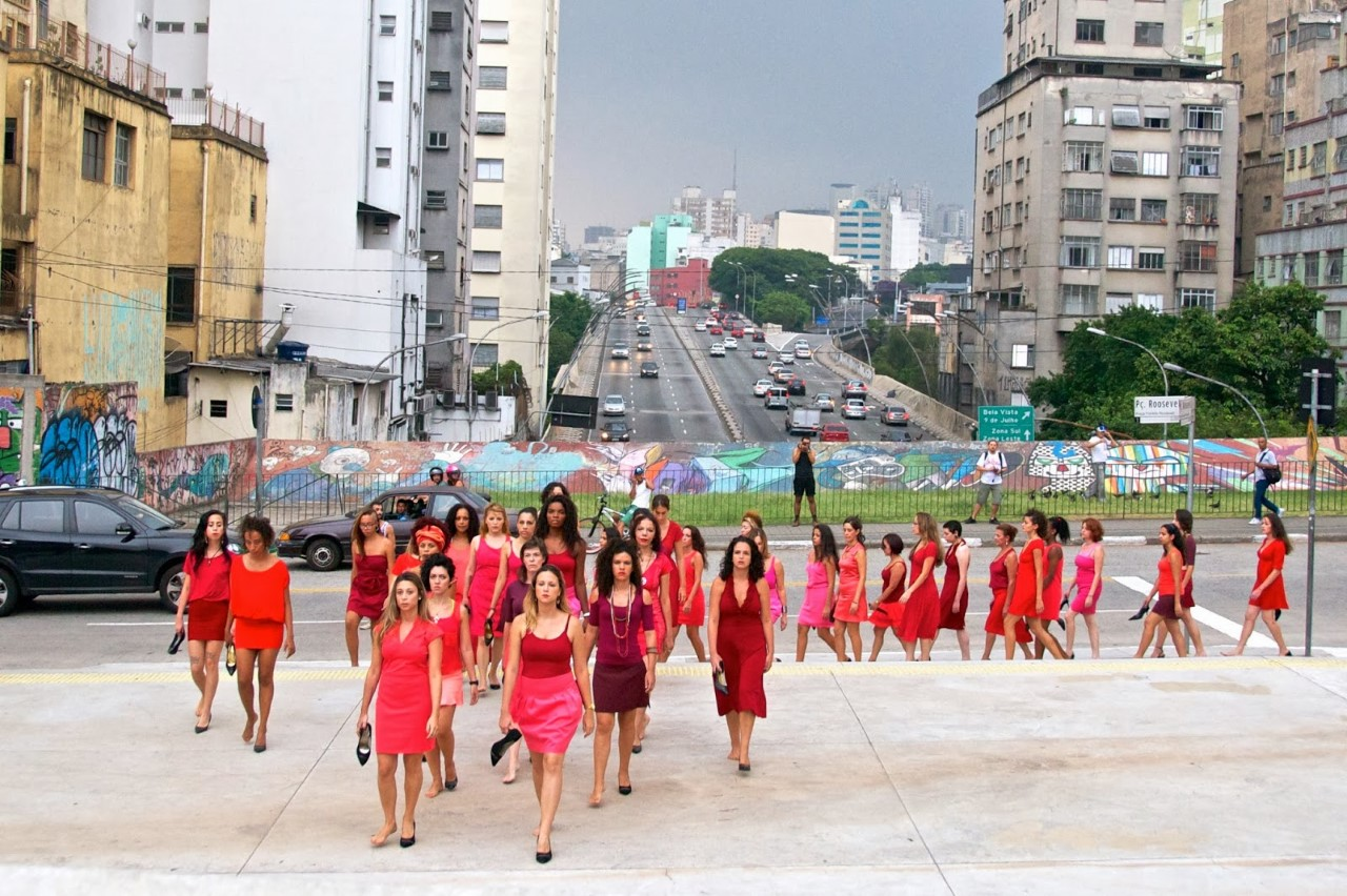 """Sandler argues that installations or performances in São Paulo activate public space through actions that create spaces of dissent and encode political meaning in the city. Here, the Colectivo PI (Pi Collective) performs  """"Entre Saltos"""" (On High Heels) , directed by artists Priscilla Toscano and Pâmella Cruz, São Paulo, 2013. The piece calls attention to the impossibility of maintaining all the identities put upon women—homemaker, mother, professional, and object of desire. Courtesy of Eduardo Bernardino."""