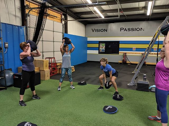 """515am crew hitting their """"hump day"""" workout strong!! What did you do today to get past the midweek slump? #hyperwearsandbags #sledpush #kettlebells #slamballs #totalbodyworkout"""