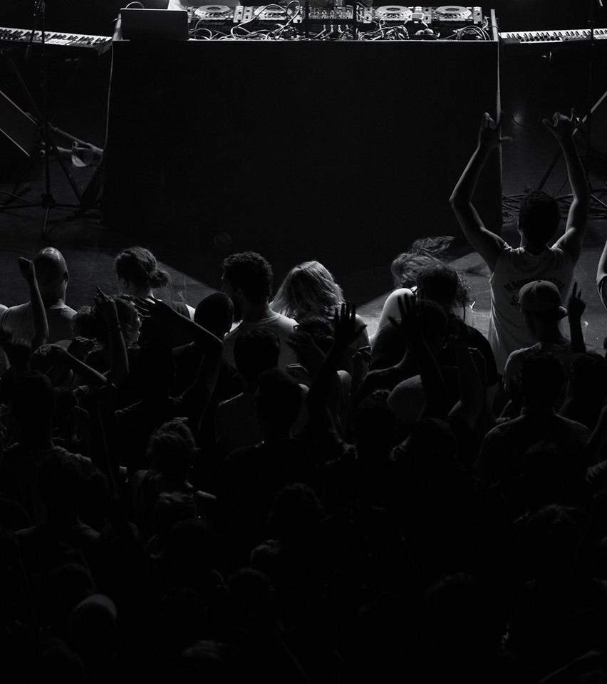 nous sommes - unïdsound se spécialise dans les domaines du spectacle, de l'évènementiel et du Son avec un grand S, partout dans la grande région de Québec. L'entreprise a été fondée en 2018 par trois anciens employés du Cercle - Lab Vivant, tous passionnés, ambitieux et riches d'expertises variées. Sa mission consiste à offrir le meilleur de la musique par le biais de solutions simplifiées et adaptées.