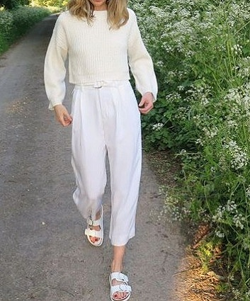 high waisted pants, minimal womens fashion, high waisted pleated pants