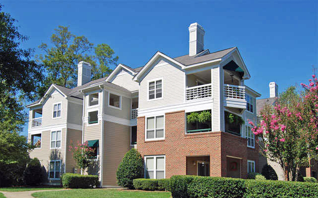Stratford - Cary, NCThe Stratford apartments are located on Cary Parkway in Cary. A total of 247 apartments in 24 three-story buildings are situated on 20.5 acres at a density of 12 units per acre. Stratford offers one, two and three-bedroom floor plans that feature spiral staircases, cathedral ceilings and gas fireplaces.